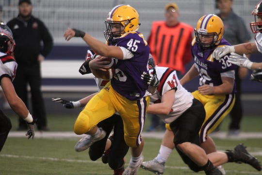 Indianola running back Dylan Hildreth rushed for 133 yards and four touchdowns in a win over Fort Dodge last week, pushing the Indians to 3-0 and into the Des Moines Register's Class 4A rankings for Week 4.
