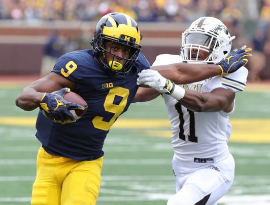 Michigan receiver Donovan Peoples-Jones makes a catch against Western Michigan defensive back Juwan Dowels during first half action Saturday, September 8, 2018, at Michigan Stadium in Ann Arbor, Mich.