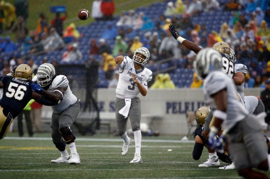 Memphis quarterback Brady White (3) throws to a receiver in the first half of an NCAA college football game against Navy, Saturday, Sept. 8, 2018, in Annapolis, Md. (AP Photo/Patrick Semansky)