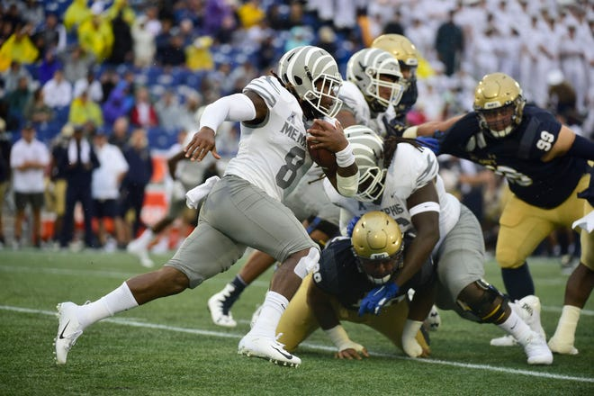 Memphis Tigers running back Darrell Henderson (8) rushes during the first quarter against the Navy Midshipmen at Navy-Marine Corps Memorial Stadium.