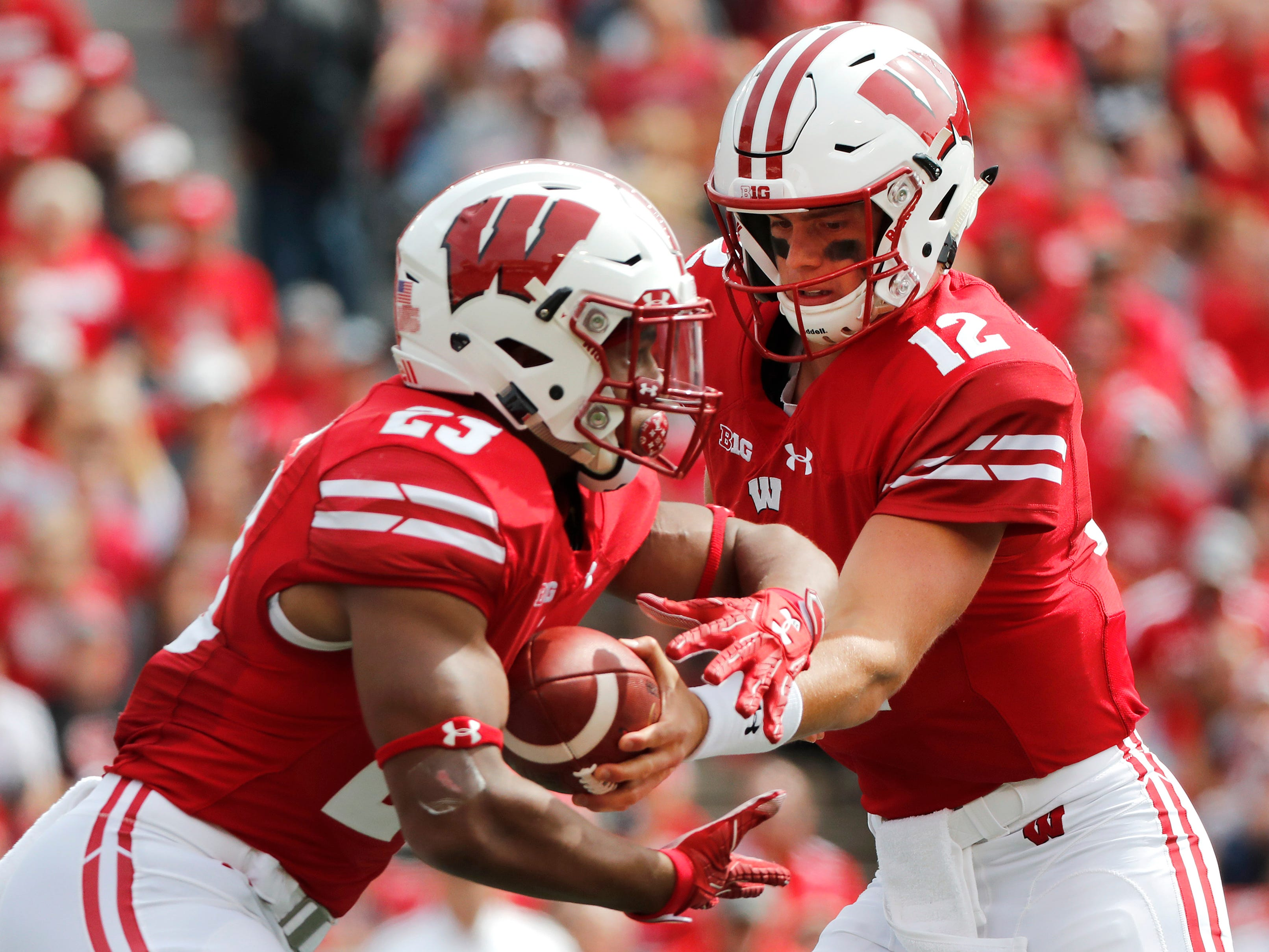 Wisconsin running back Jonathan Taylor recieves the handoff from Wisconsin quarterback Alex Hornibrook. Taylor carried the ball 33 times.