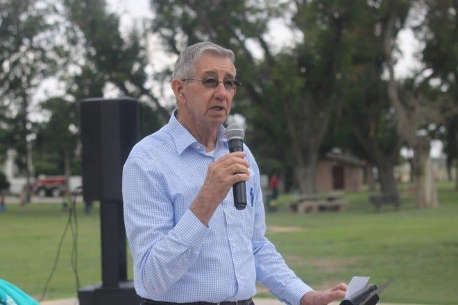 Carlsbad Mayor Dale Janway speaks, Sept. 8, 2018 at Lake Carlsbad Beach Park.