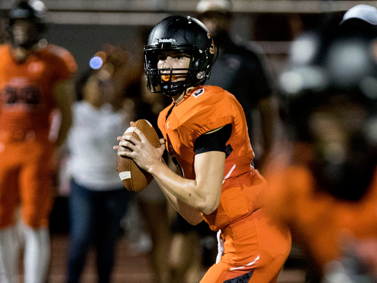 Corona del Sol quarterback Ryan Helt looks downfield against Boulder Creek during their game in Tempe Friday, Sept. 7, 2018. #azhsfb
