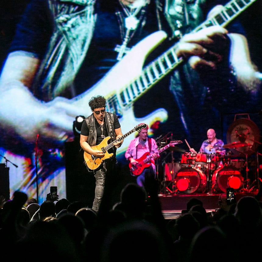 Don't stop believin': Def Leppard and Journey deliver the goods (and hits) in Phoenix