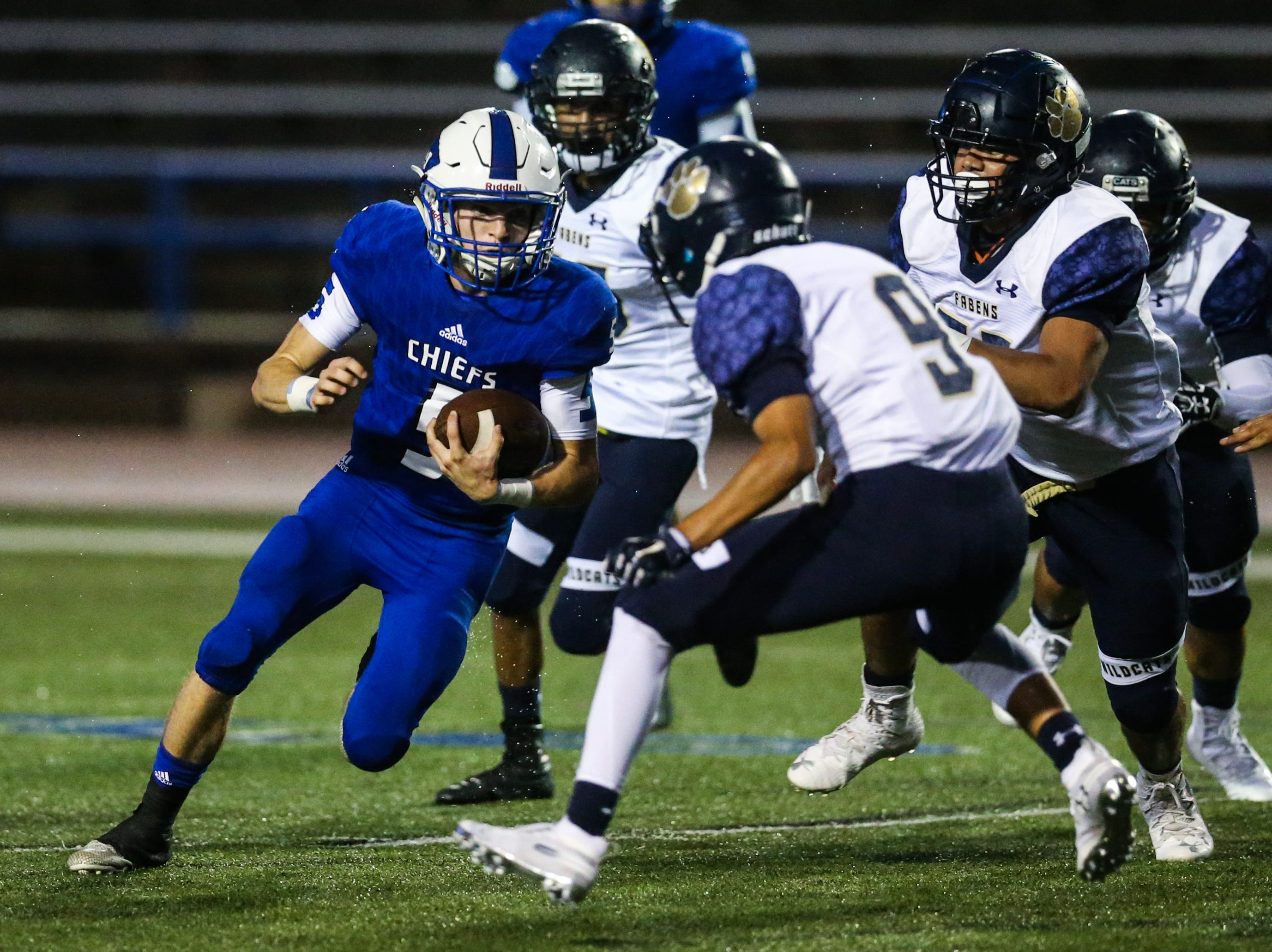 Lake View's Elliot Peterson runs the ball against Fabens Friday, Sept. 7, 2018, at San Angelo Stadium.