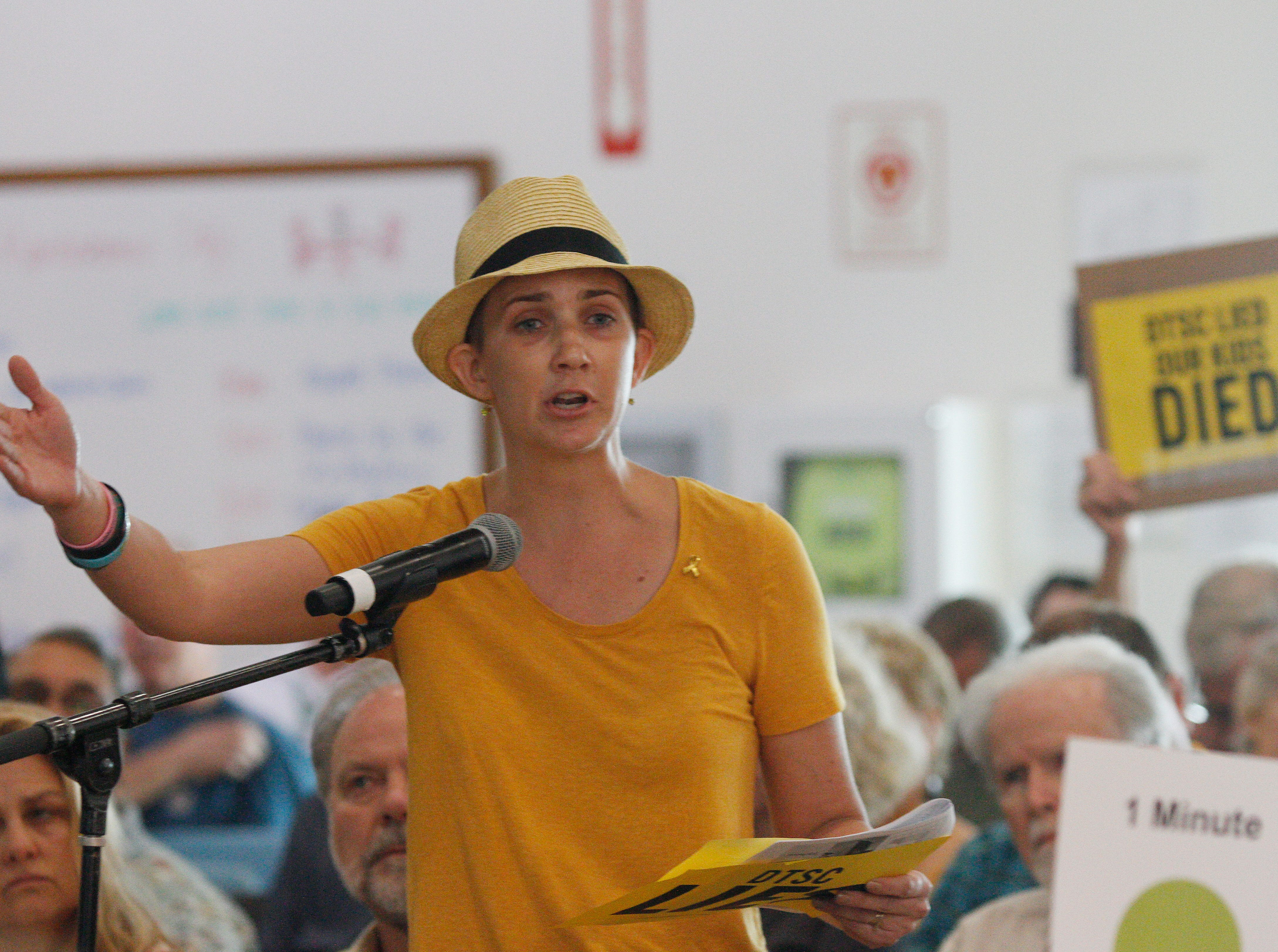 Melissa Bumstead, an organizer for Parents Against SSFL, speaks against the California Department of Toxic Substances Control's handling of the proposed cleanup of the Santa Susana Field Lab during a public hearing Saturday at the Simi Valley Senior Center.