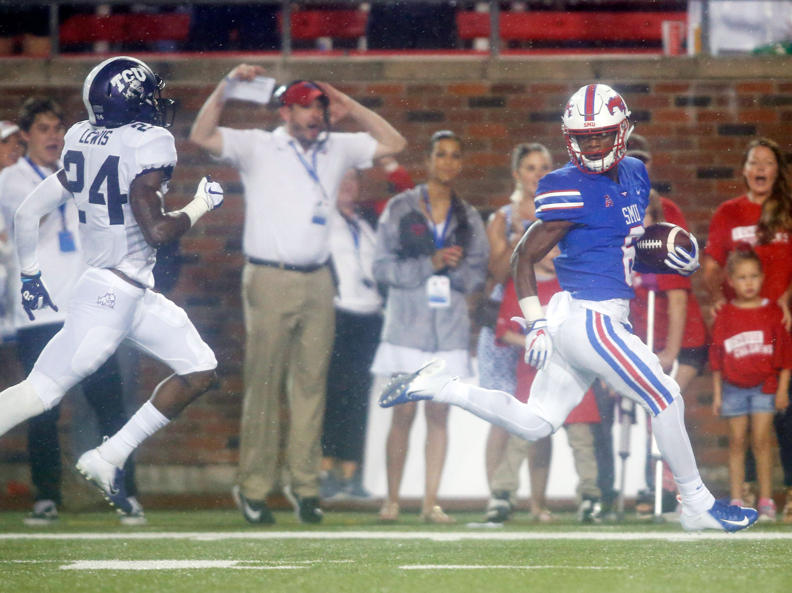 Southern Methodist Mustangs running back Braeden West (6) runs for a touchdown against the TCU Horned Frogs.