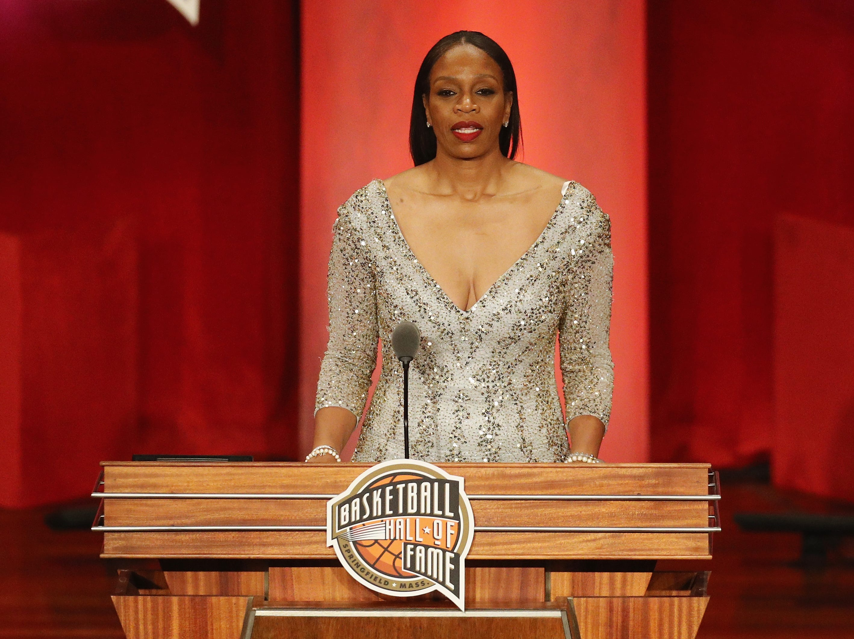 Tina Thompson speaks during the 2018 Basketball Hall of Fame Enshrinement Ceremony.