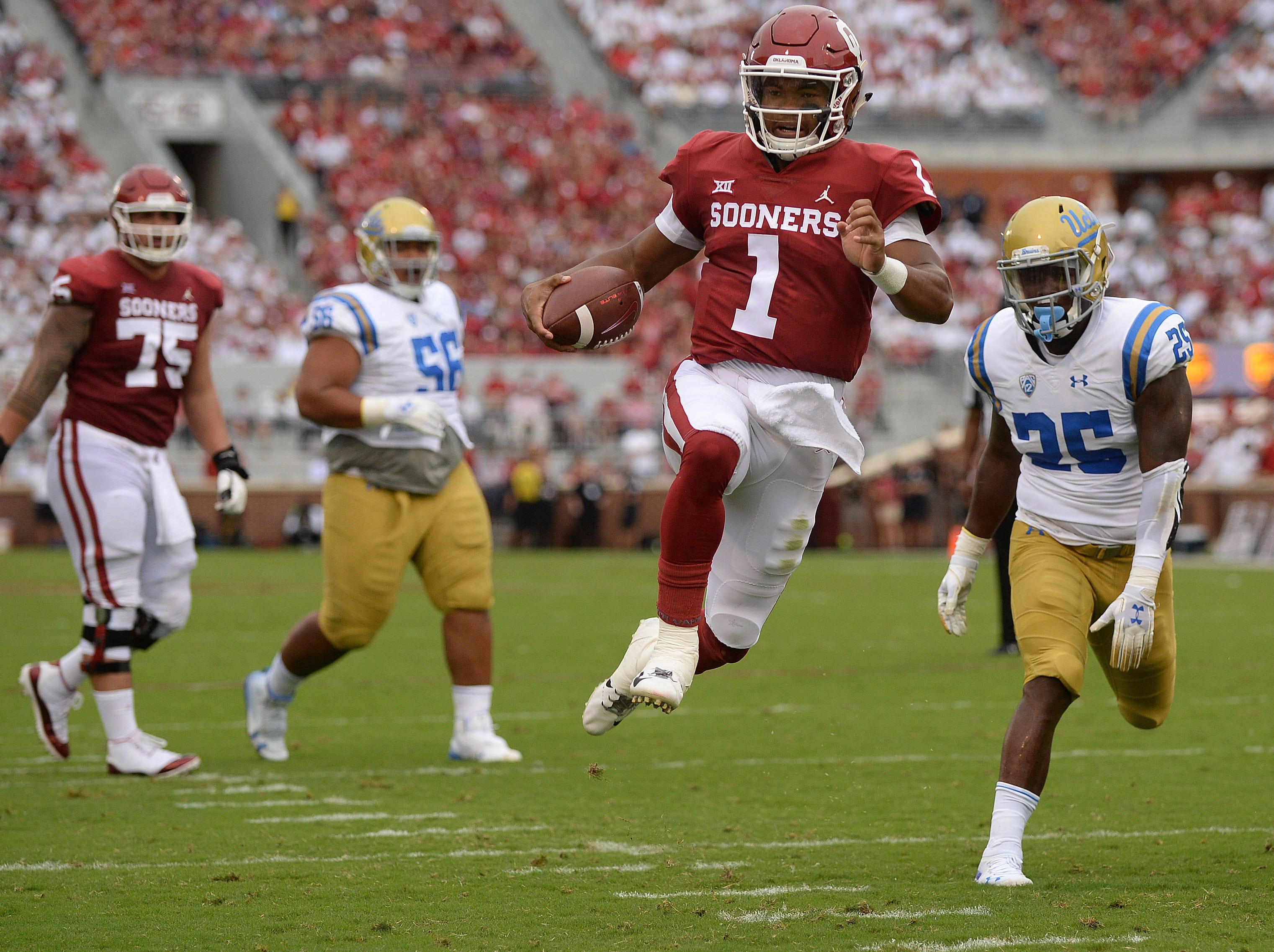 Oklahoma Sooners quarterback Kyler Murray (1) runs for a touchdown against the UCLA Bruins during the second quarter at Gaylord Family - Oklahoma Memorial Stadium.