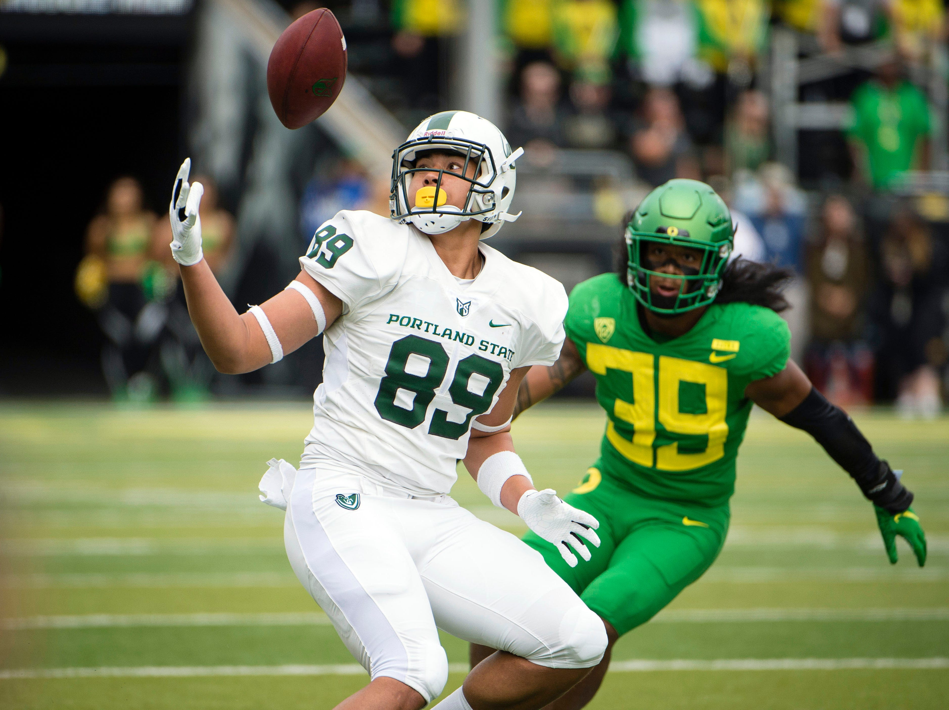 Portland State tight end Charlie Taumoepeau catches a pass against Oregon.