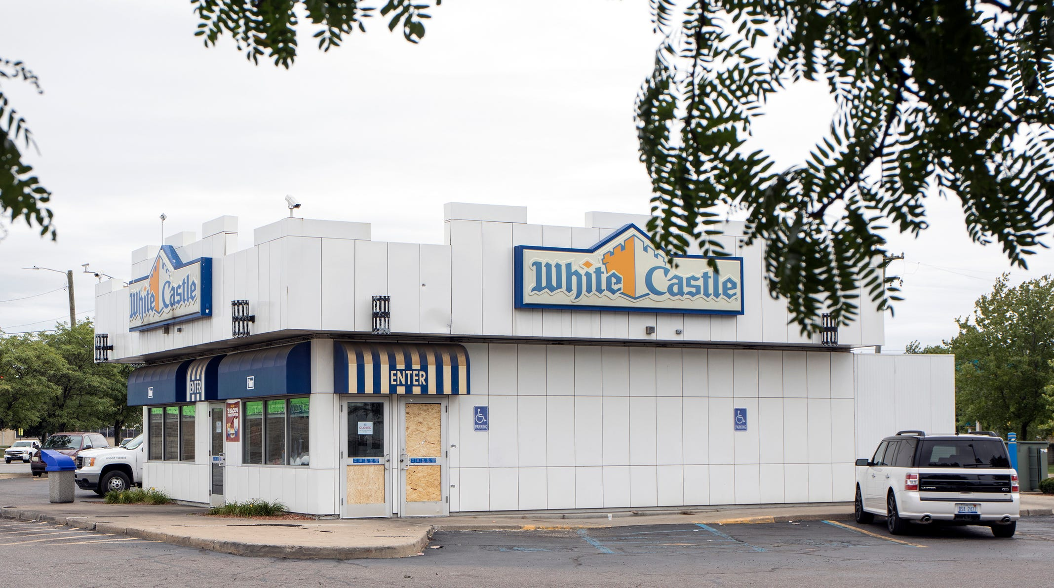 3 people shot, killed at White Castle in Detroit