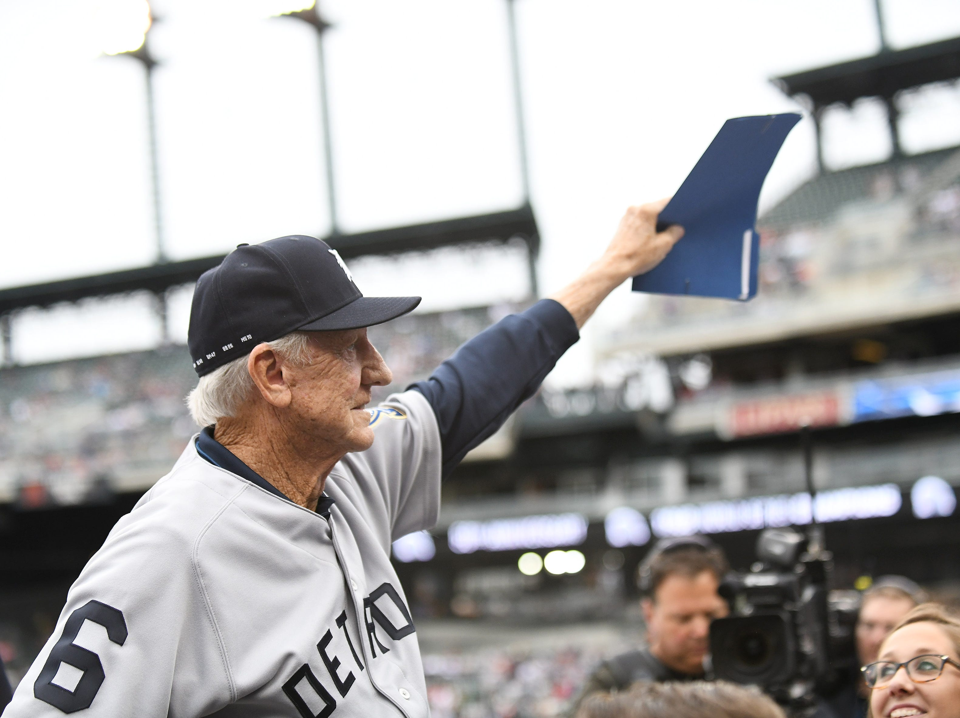 Al Kaline, Hall of Famer and member of the 1968 Tigers, waves to the crowd as he is introduced.