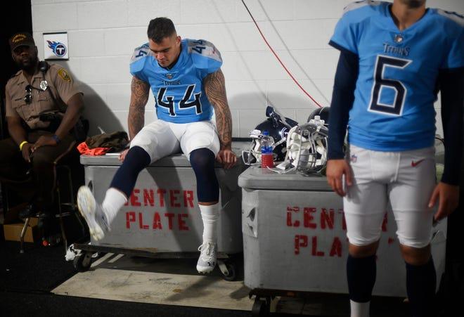 Titans linebacker Kamalei Correa (44) waits out the first rain delay Sunday at Hard Rock Stadium.
