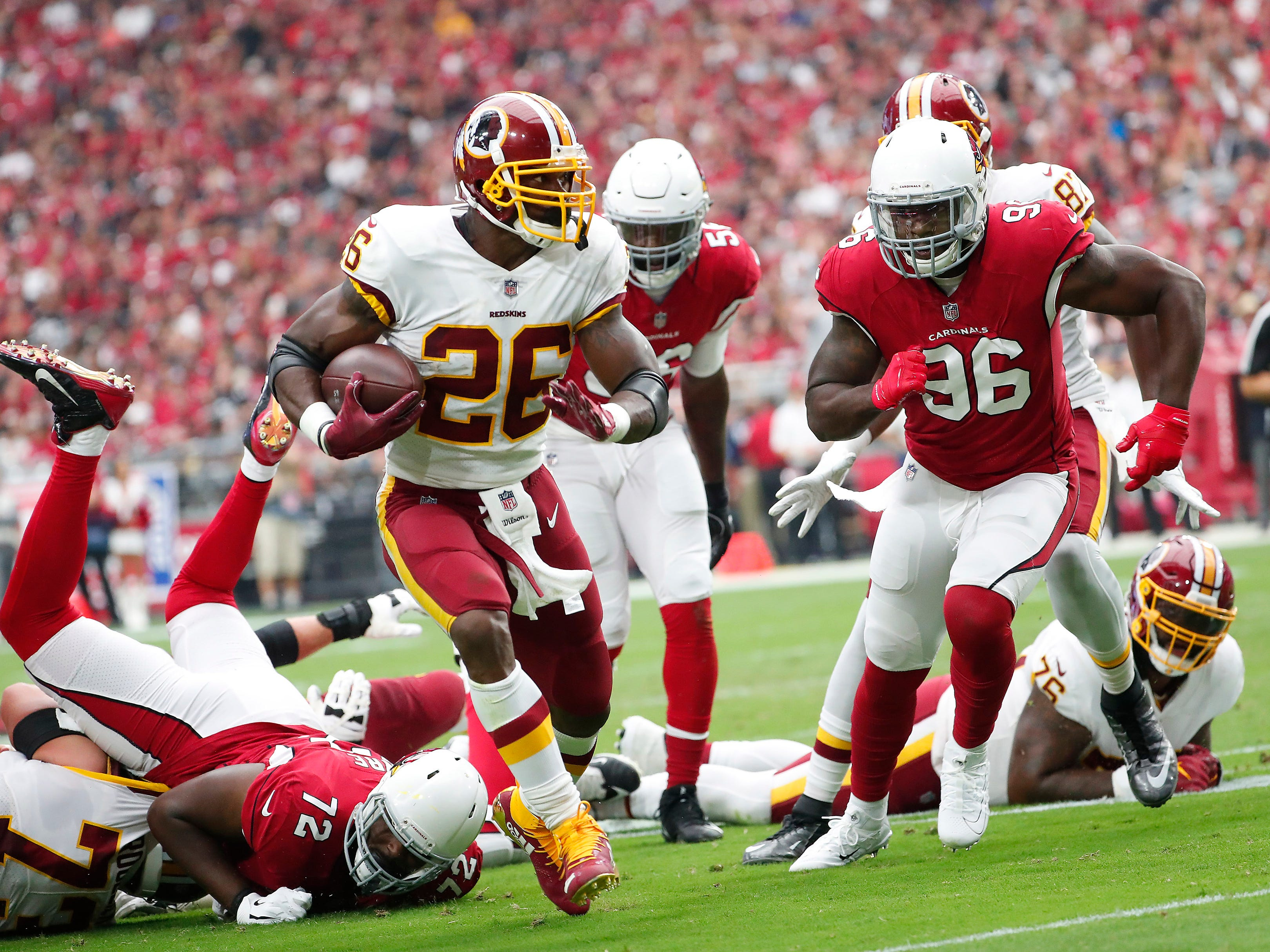 Washington Redskins running back Adrian Peterson (26) breaks away from Arizona Cardinals defensive end Jacquies Smith (96) during the first quarter at State Farm Stadium in Glendale, Ariz. September 9. 2018.