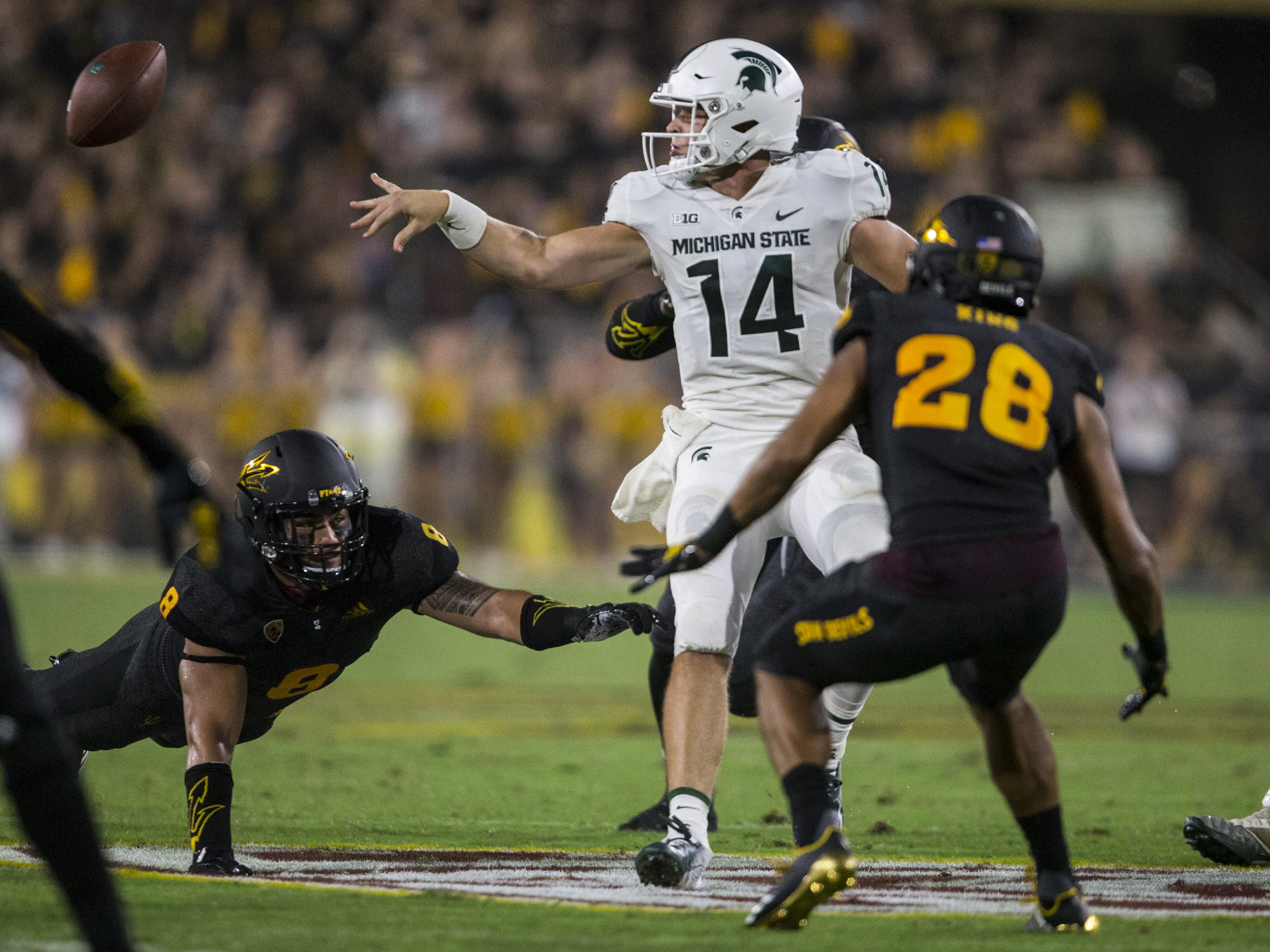 Michigan State's Brian Lewerke pitches the ball on an option play against Arizona State in the 3rd quarter on Saturday, Sept. 8, 2018, at Sun Devil Stadium in Tempe, Ariz.