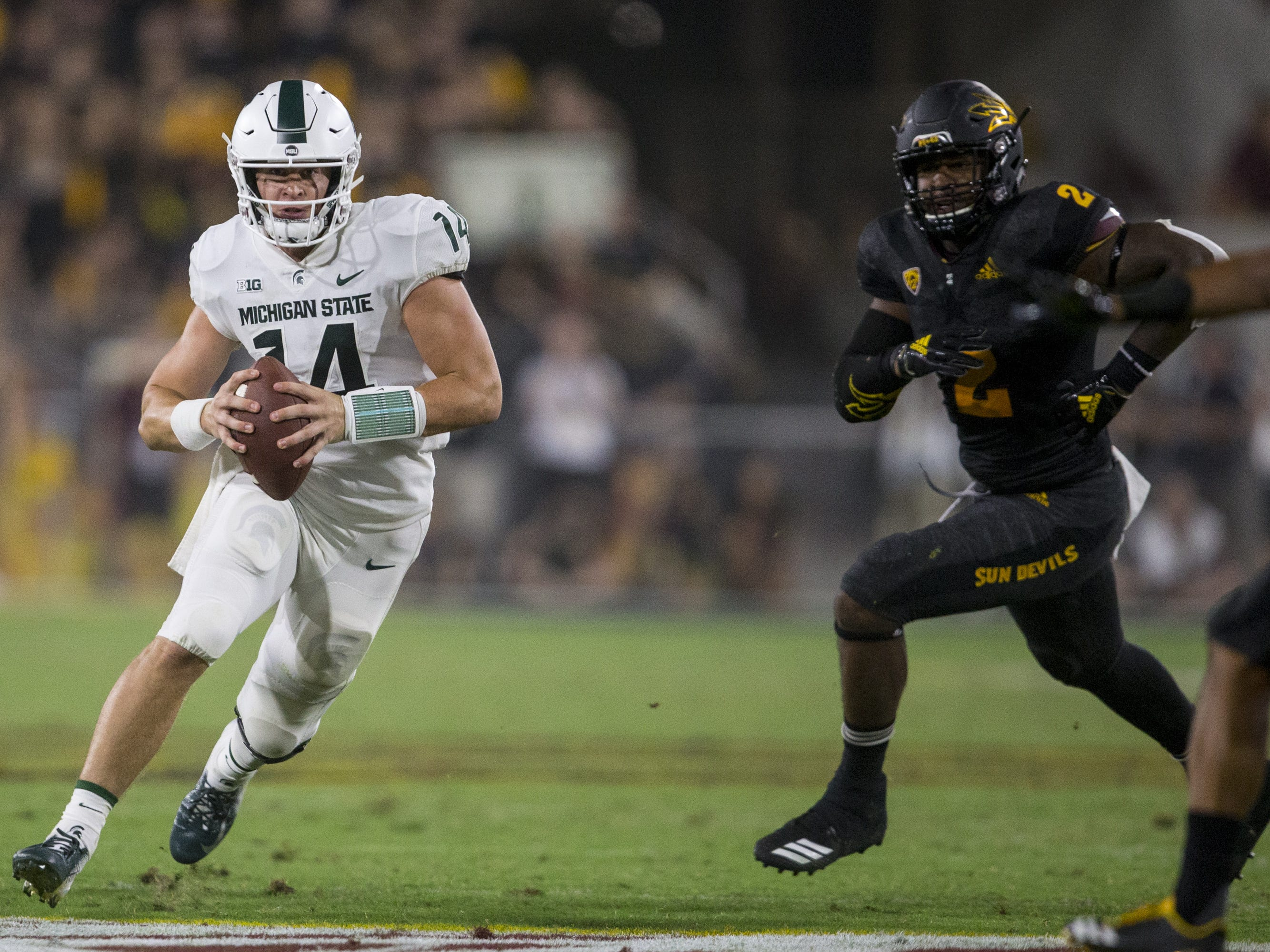 Michigan State's Brian Lewerke runs on an option play against Arizona State in the 3rd quarter on Saturday, Sept. 8, 2018, at Sun Devil Stadium in Tempe, Ariz.