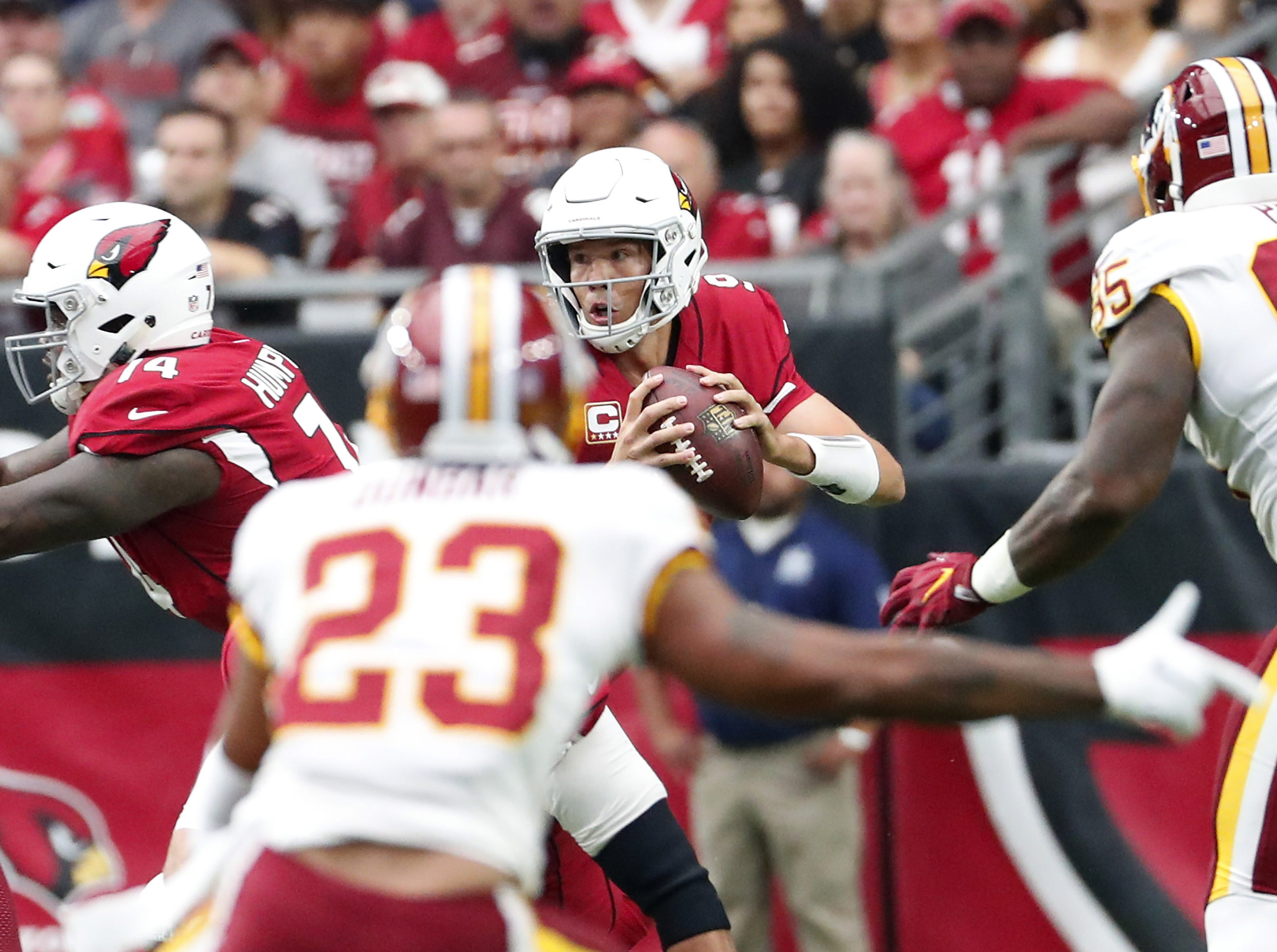 Arizona Cardinals quarterback Sam Bradford (9) scrambles under pressure against the Washington Redskins during the first quarter at State Farm Stadium in Glendale, Ariz. September 9. 2018.