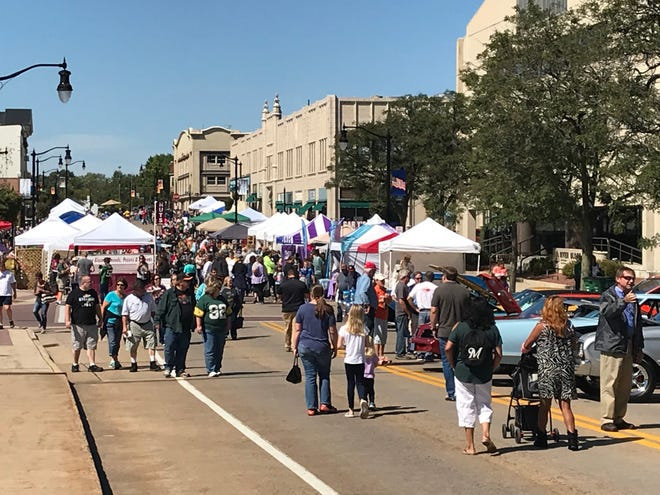 Crowds gathered at Downtown Grand Affair Sept. 9, 2018 in Wisconsin Rapids.