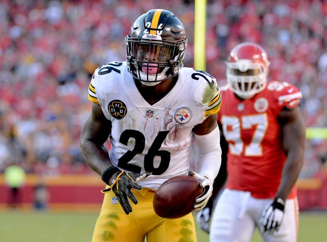 Pittsburgh Steelers running back Le'Veon Bell reacts after a play during a game against the Kansas City Chiefs last season.