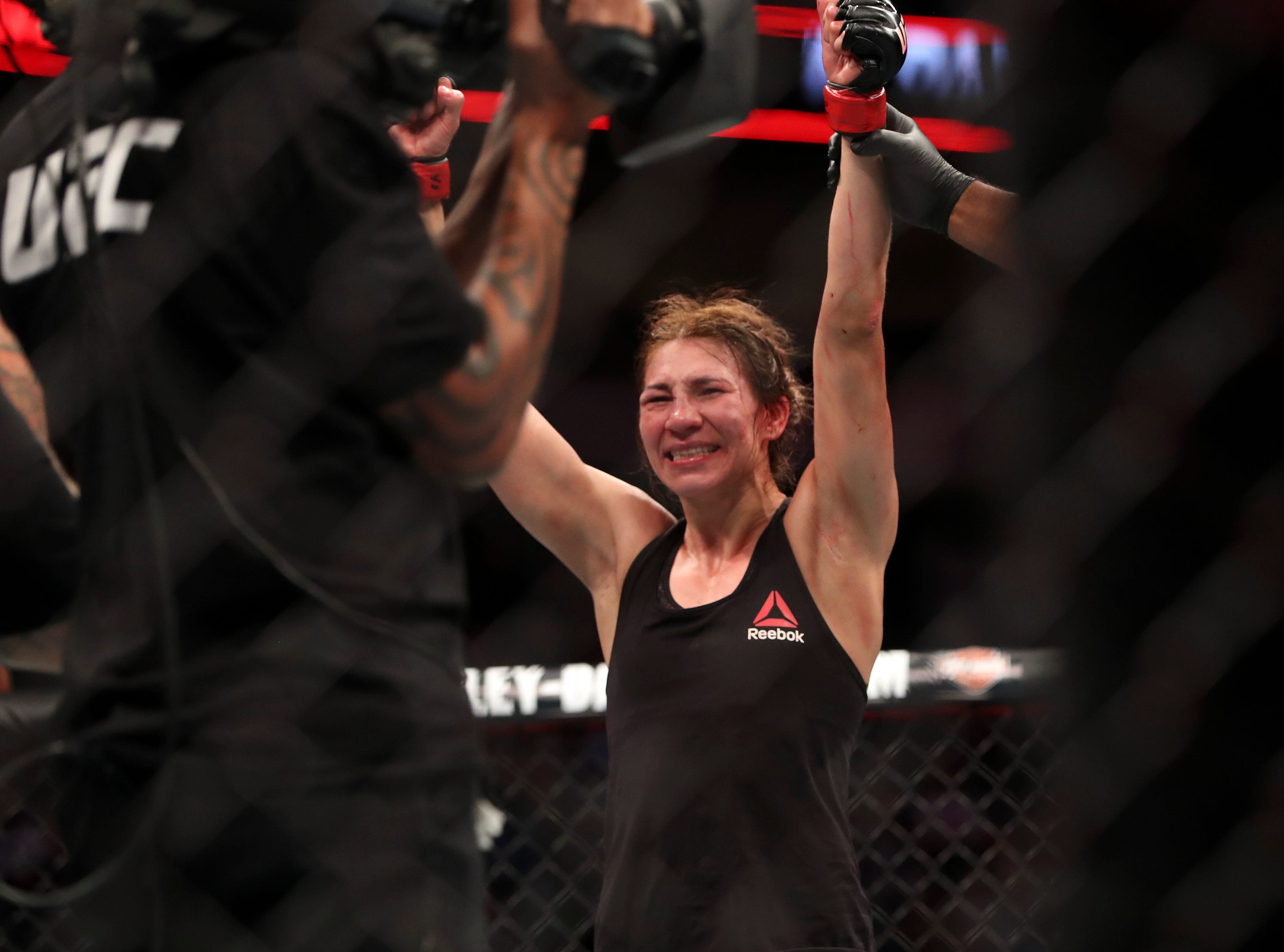 Irene Aldana (red gloves) defeats Lucie Pudilova (blue gloves) during UFC 228 at American Airlines Center.
