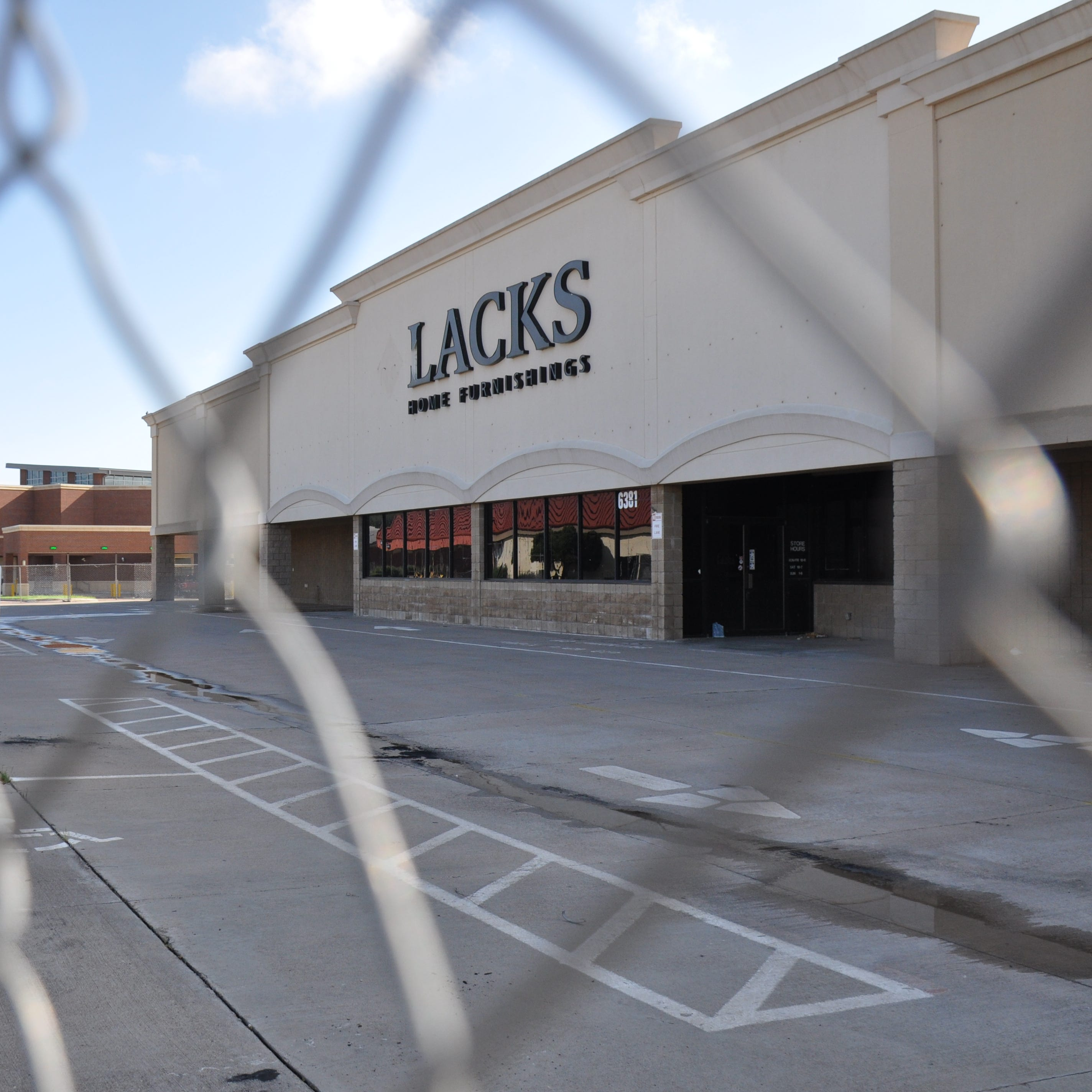 Lack's, bank building owned by H-E-B to be torn down