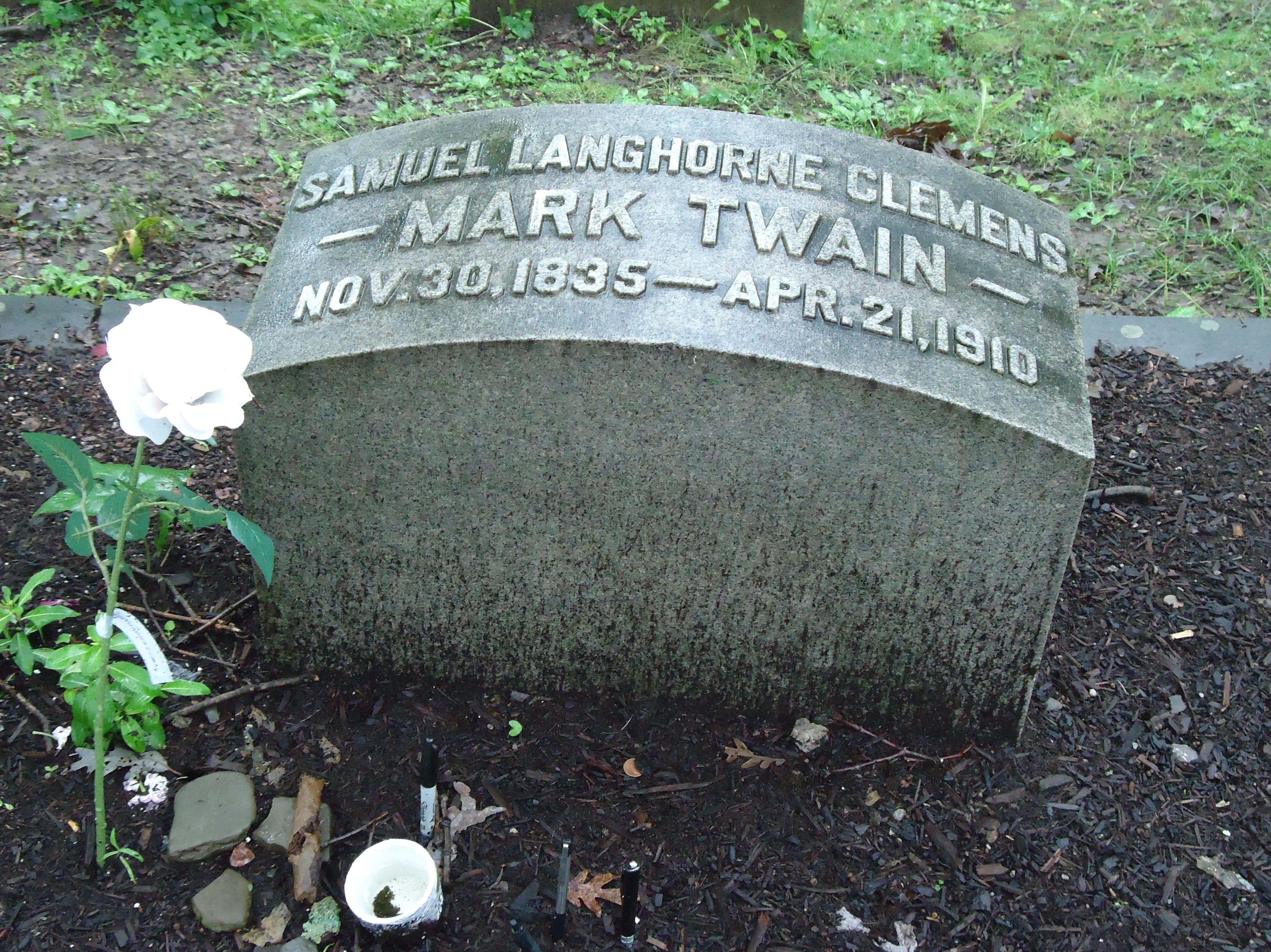 Mark Twain headstone in Elmira.