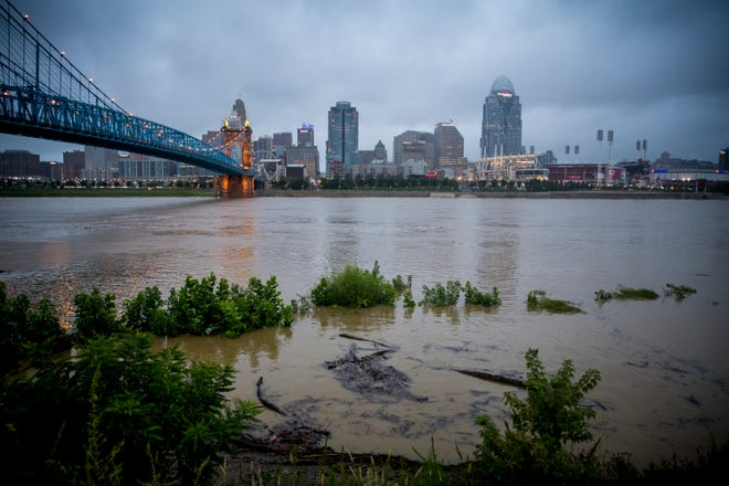 An Ohio River oversight group postponed vote to eliminate its recommended water-quality standards.