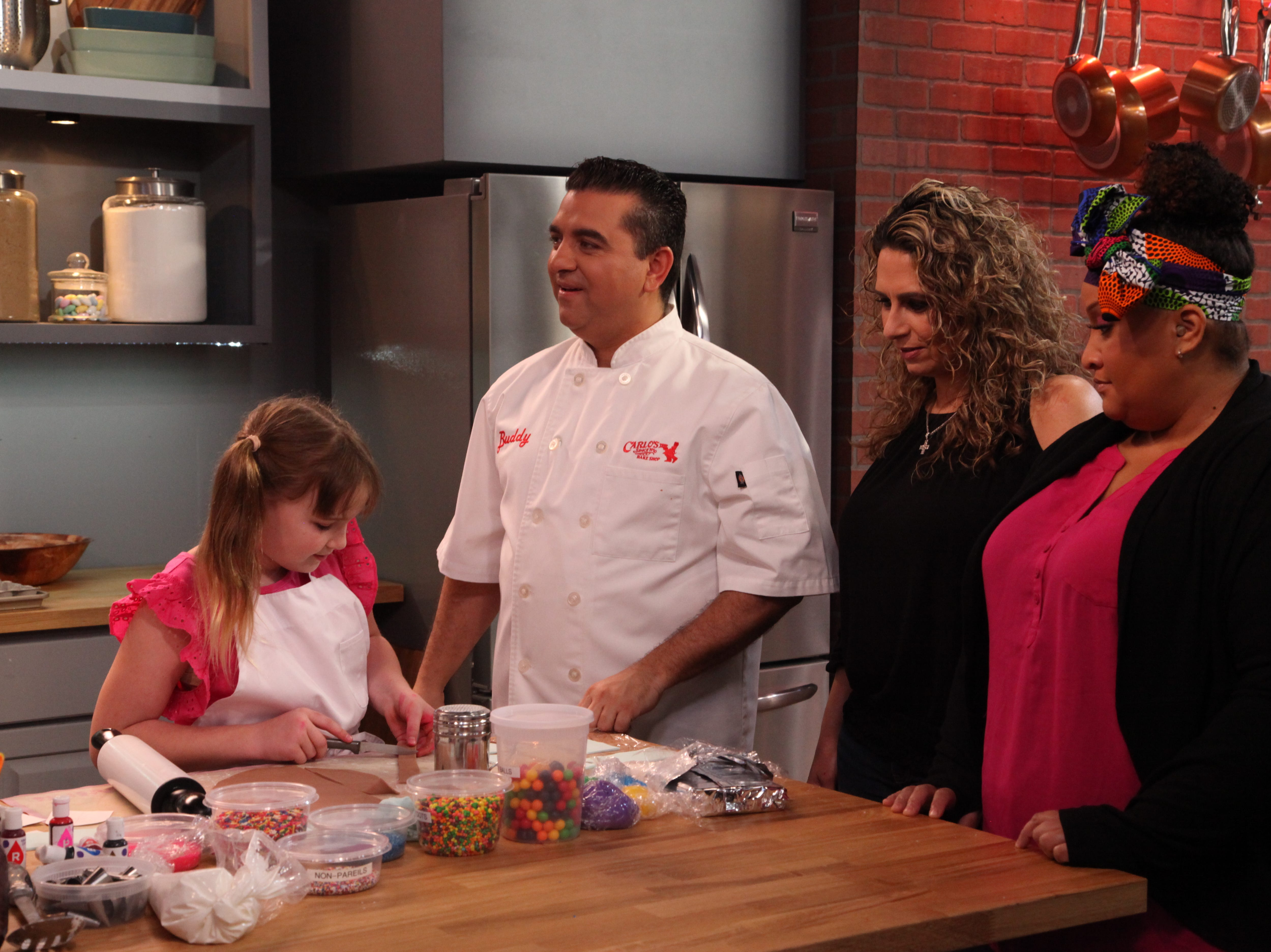 Des Moines baker and 10-year-old daughter competing in new 'Cake Boss' series