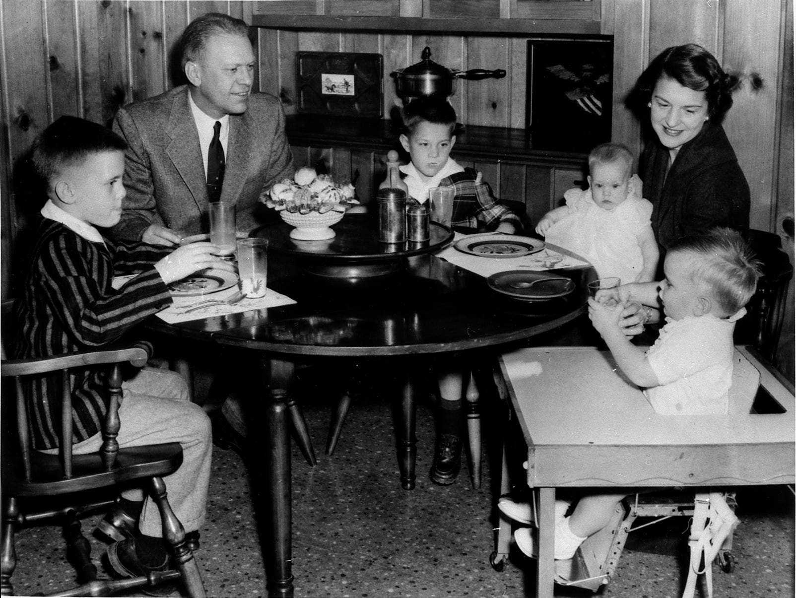 Mike, Jerry, Jack, baby Susan, Betty, and Steve (in highchair) in the kitchen of their home at 514 Crown View Drive, 1958.