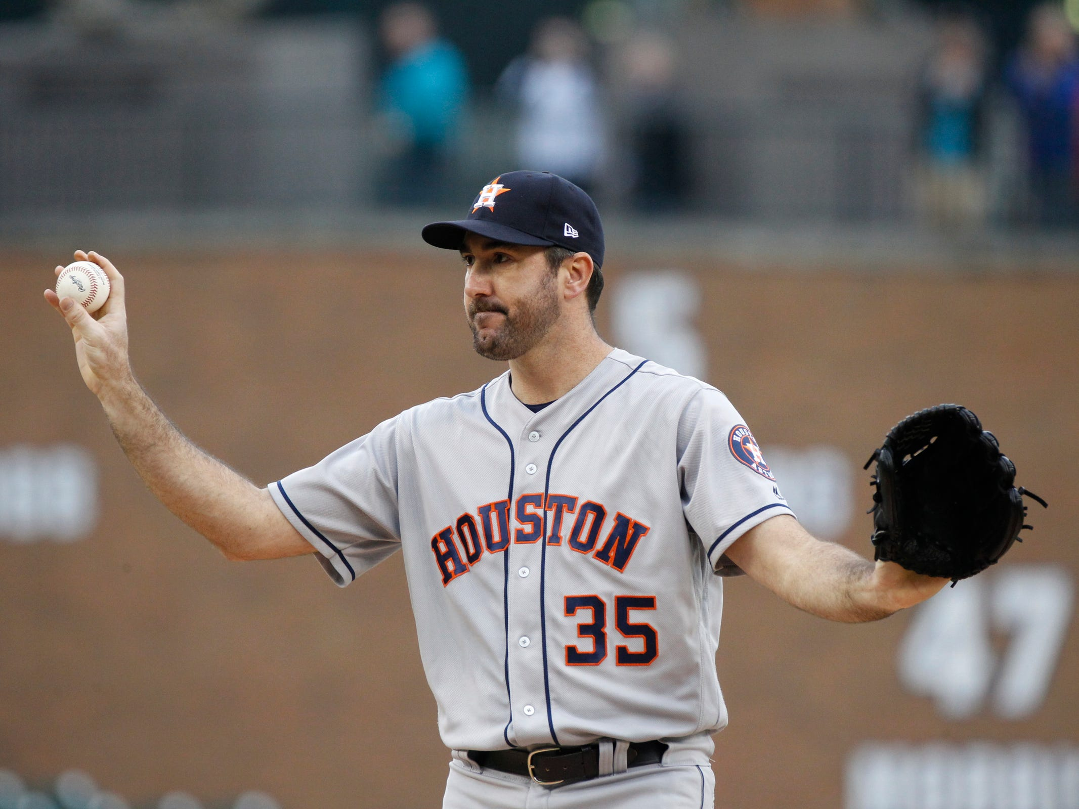 Astros pitcher Justin Verlander waves to his former home crowd as he takes the mound in the first inning as the Detroit Tigers take on the Houston Astros on Monday, Sept. 10, 2018.
