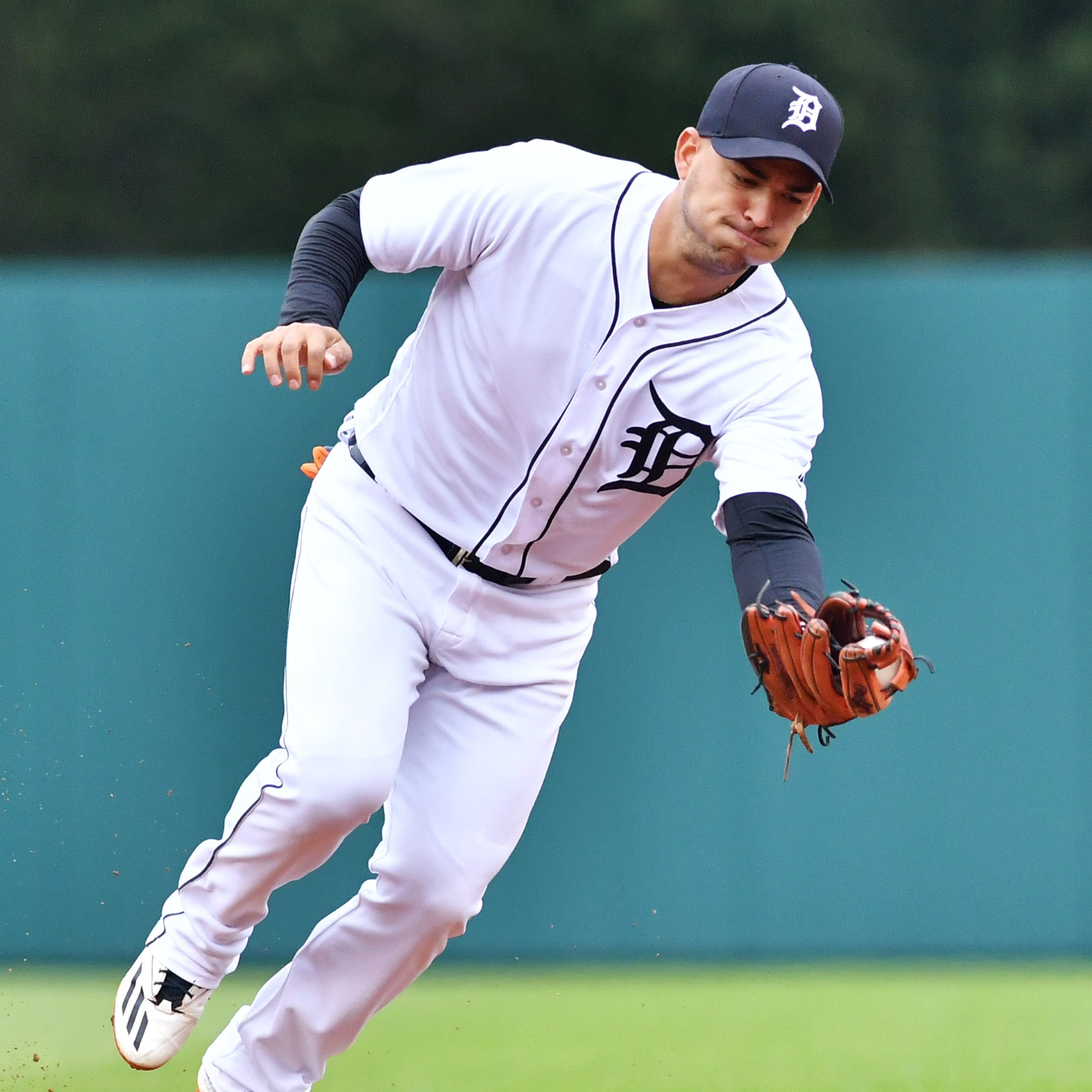 Former Tigers SS Jose Iglesias signs minor league contract with Reds