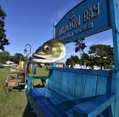 Dcn 0912 Harvest Fest Bench Auction 1