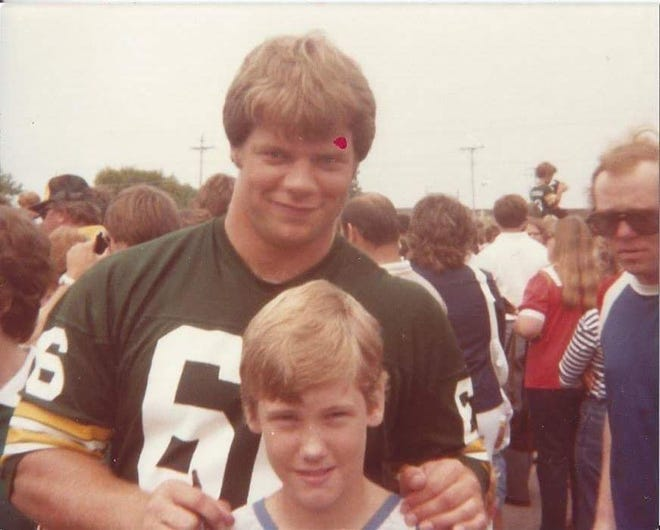 Larry Pfohl poses with young fan Michael McDermott during the Green Bay Packers' Picture Day in 1982.