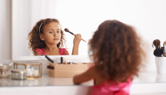 Child and adolescent psychologist Tamar Kahane believes the emphasis on image in today's society makes parents wary when it comes to their child wearing makeup.
