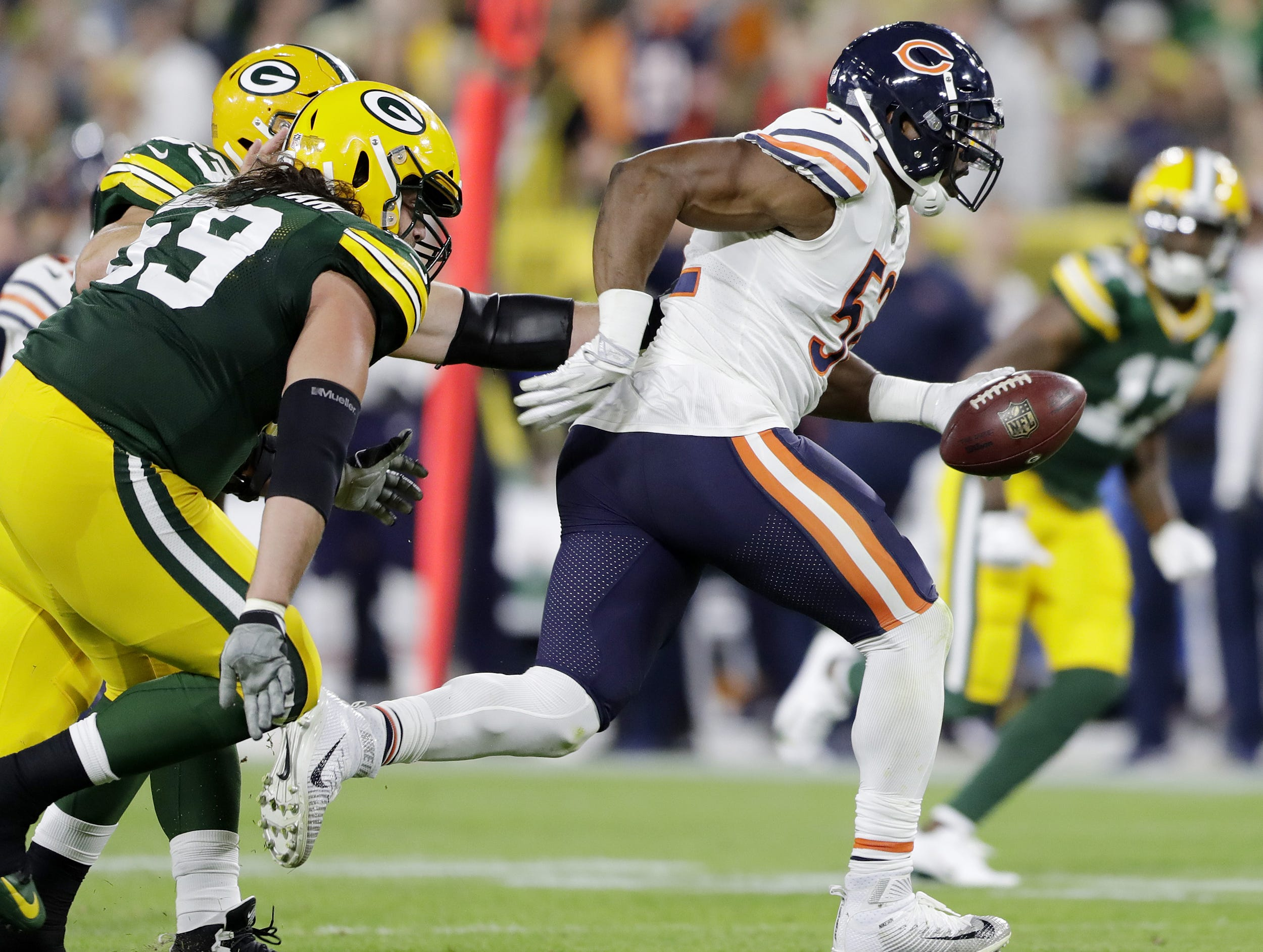 Chicago Bears linebacker Khalil Mack (52) scores a touchdown against the Green Bay Packers in the second quarter at Lambeau Field on Sunday, September 9, 2018 in Green Bay, Wis. Adam Wesley/USA TODAY NETWORK-Wisconsin