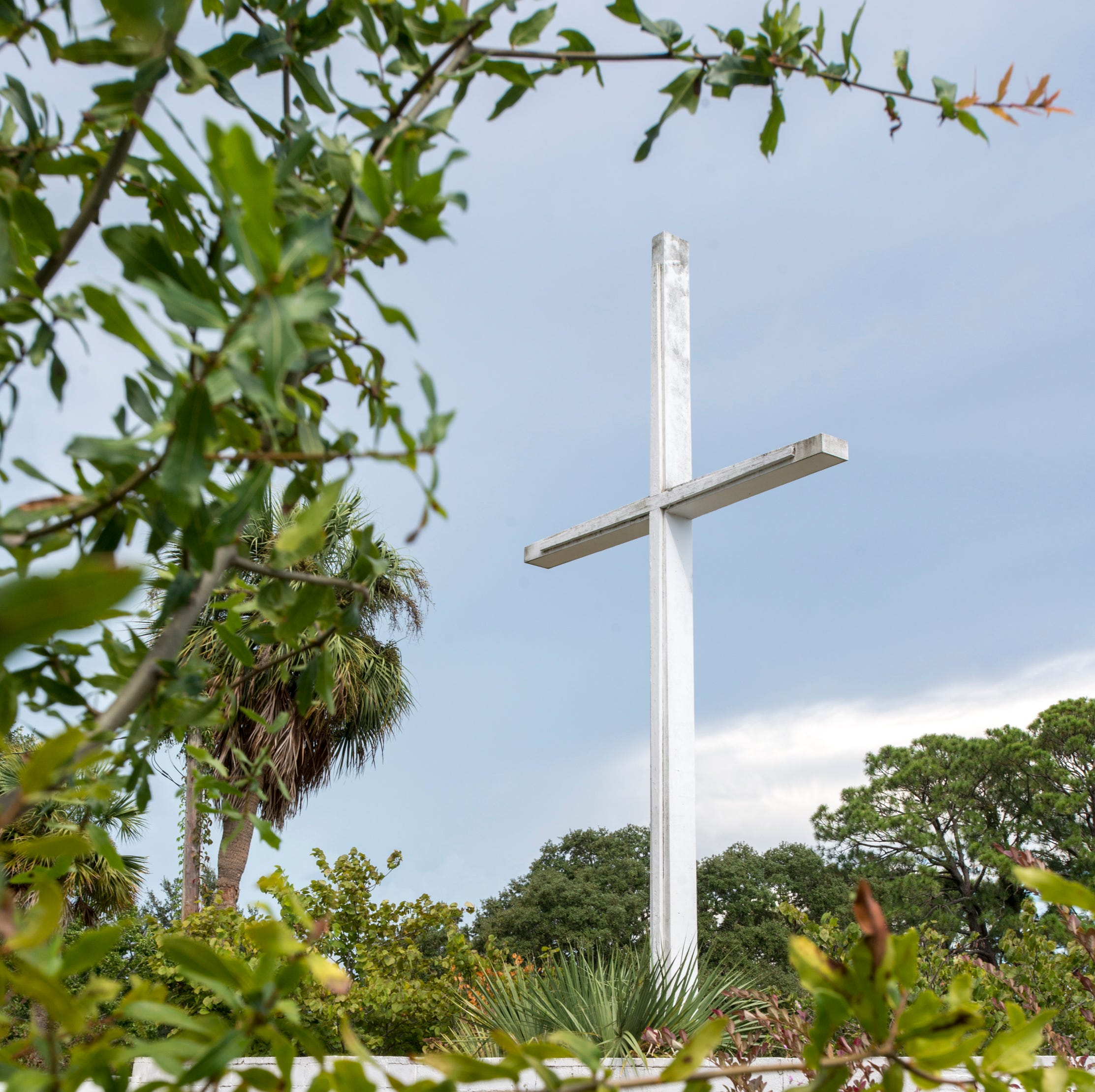 Pensacola mayor candidates say Bayview Park cross can stay in park through private lease