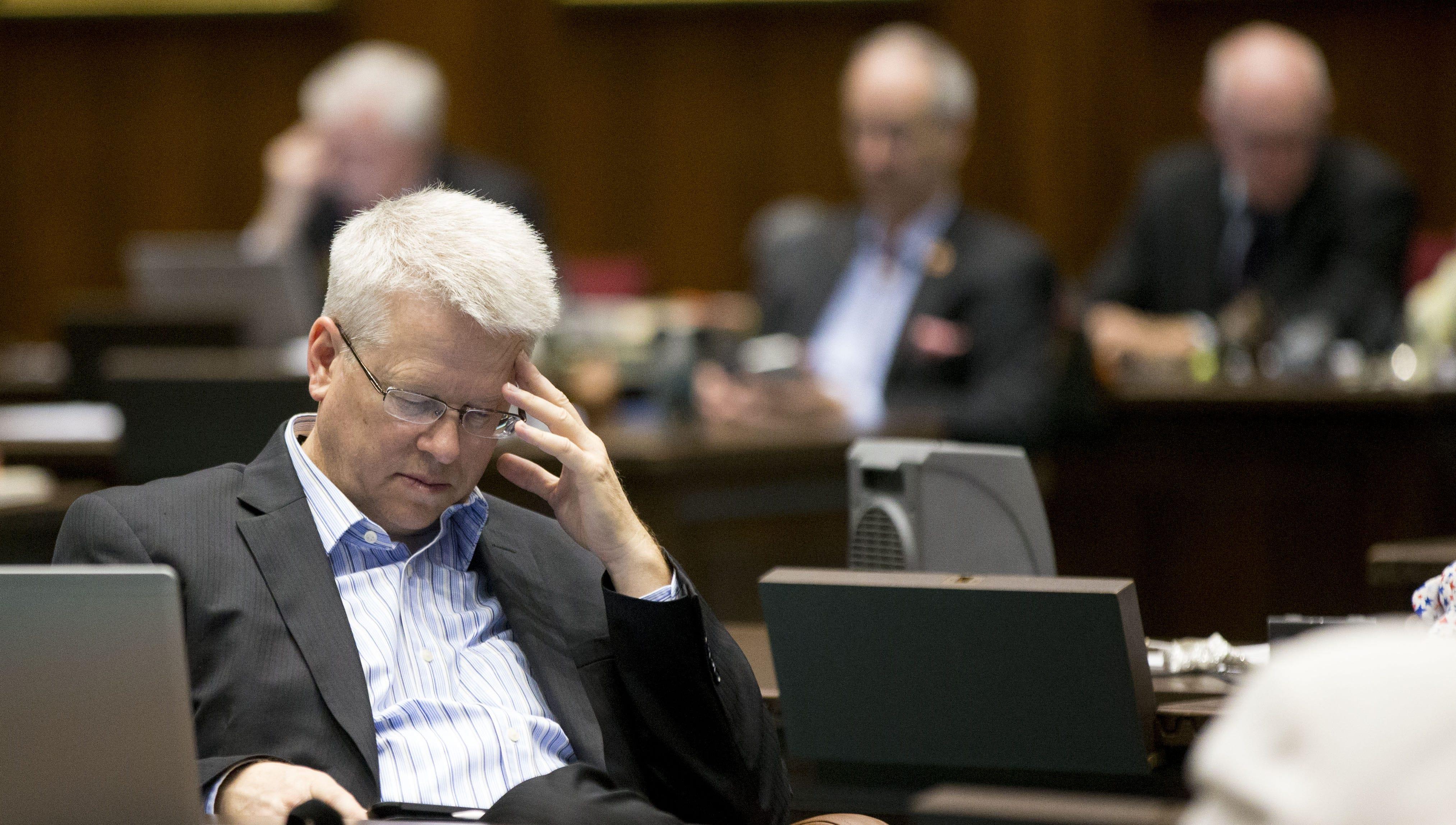 Charter Board vote allows Eddie Farnsworth, school operator and lawmaker, to make millions