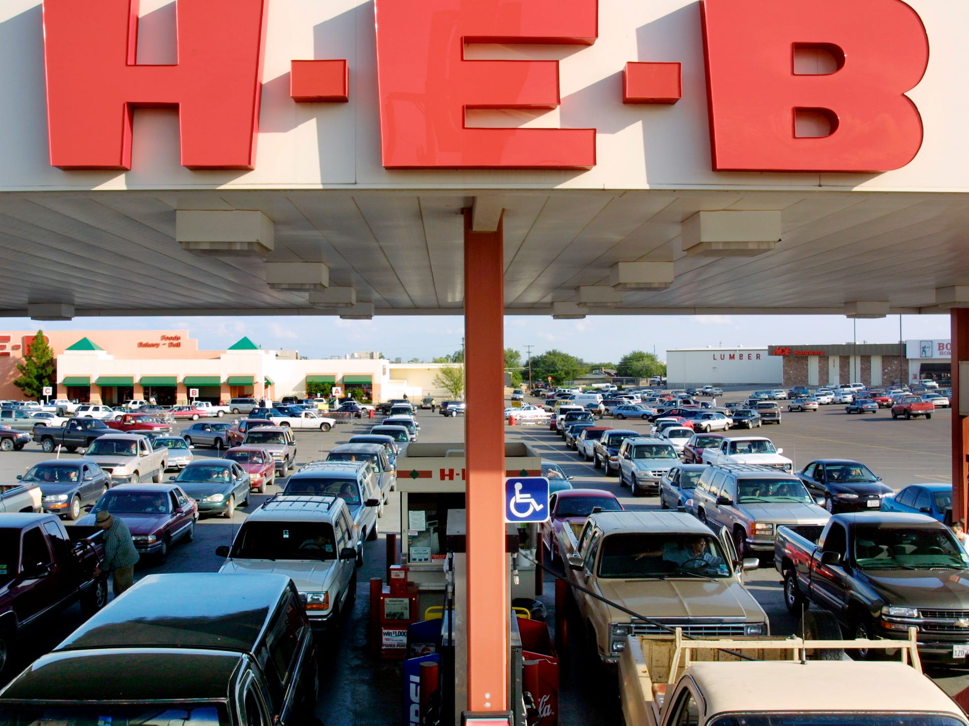 Scores of drivers line up to purchase gasoline at H-E-B on Sept. 11, 2001, in fears that the prices would rise because of the terrorist attacks that day.