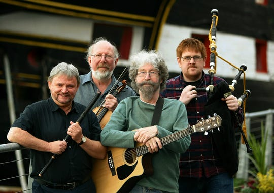 Tannahill Weavers, a traditional Scottish band, will play the Ojai Valley Woman's Club Friday.