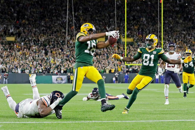 Green Bay Packers wide receiver Randall Cobb (18) scores a 75-yard touchdown against the Chicago Bears in the fourth quarter at Lambeau Field.