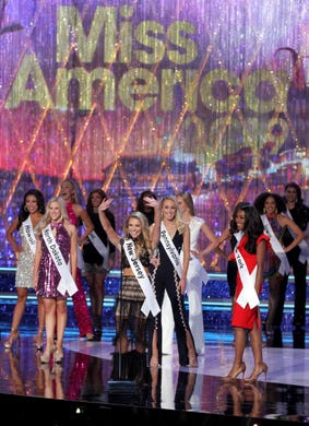 Miss New Jersey Jaime Gialloreto waves during the opening of the Miss America 2019 show from Boardwalk Hall.
