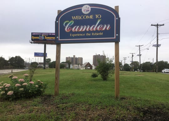 Camden's zoning board on Monday night advanced plans for a $20 million hotel at this site between Linden and Penn streets on the edge of North Camden.
