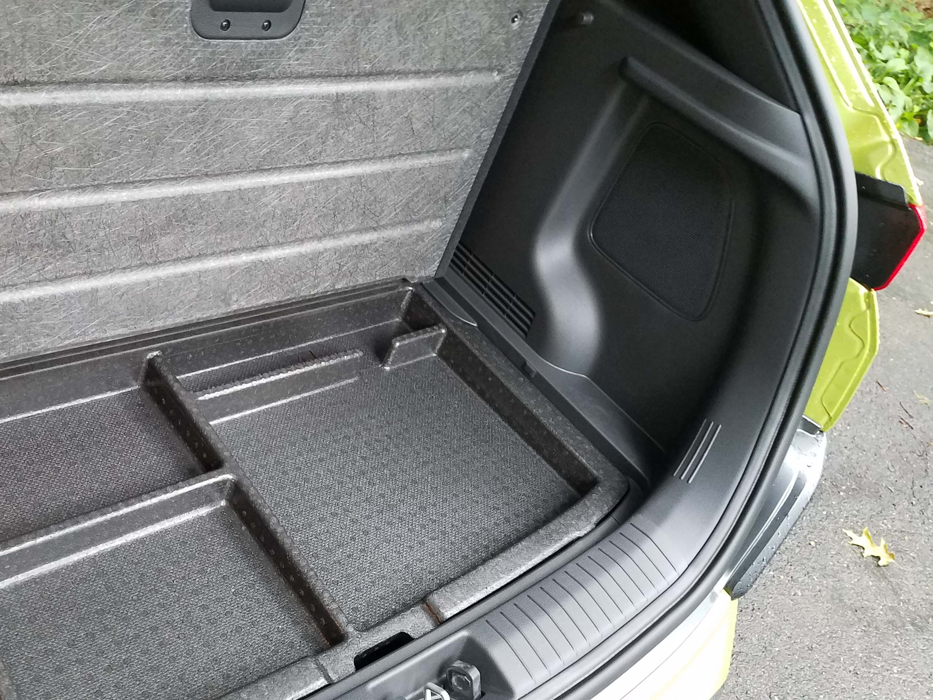 The 2018 Hyundai Kona compliments its best-in-class cargo space with nifty sub-cargo bins under the rear floor mat.