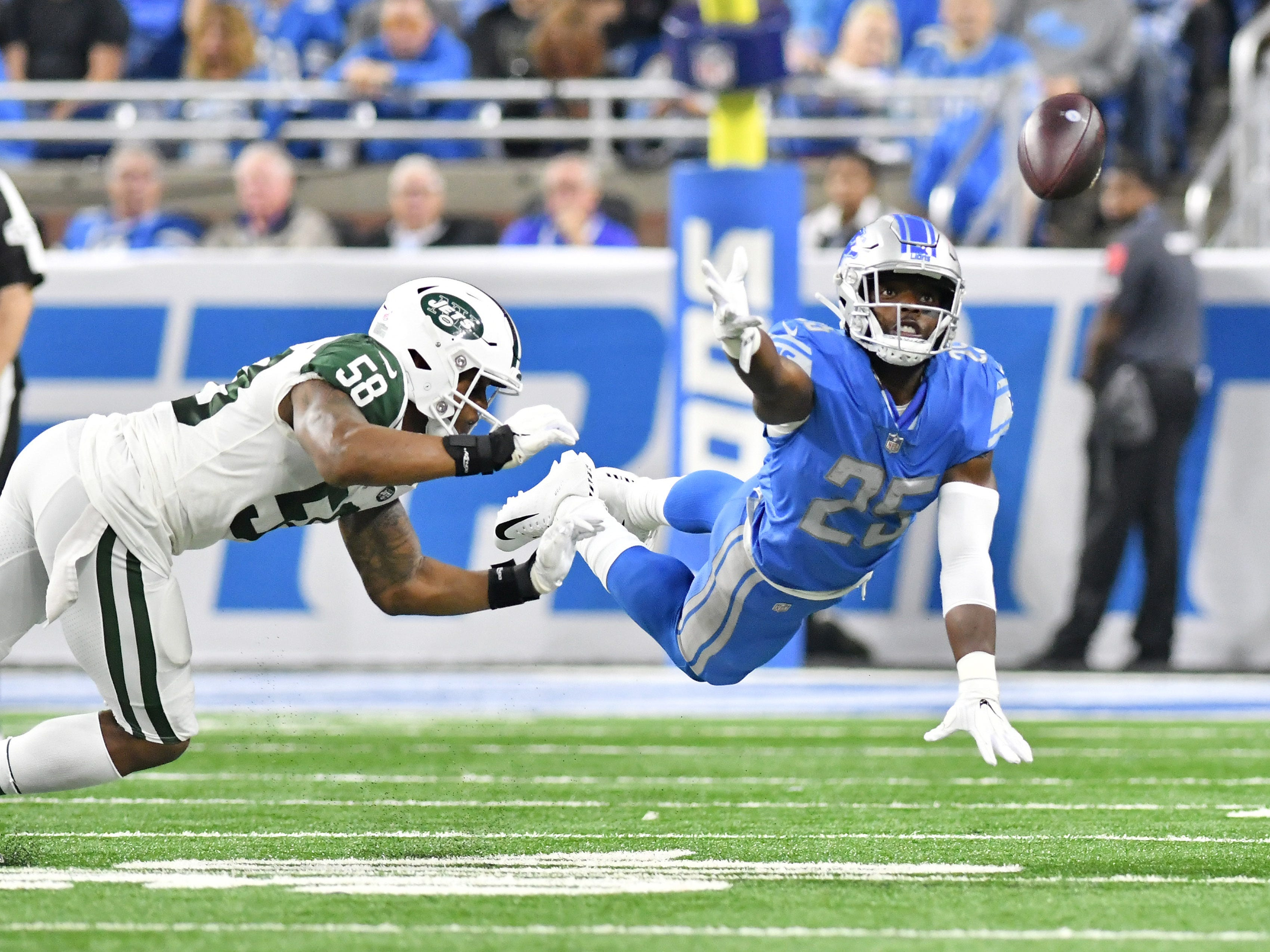 Lions RB Theo Riddick cannot get to this short pass in the first half.