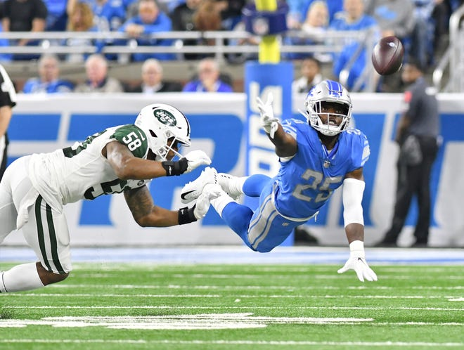 Lions running back Theo Riddick can't get to this short pass in the first half Monday night.
