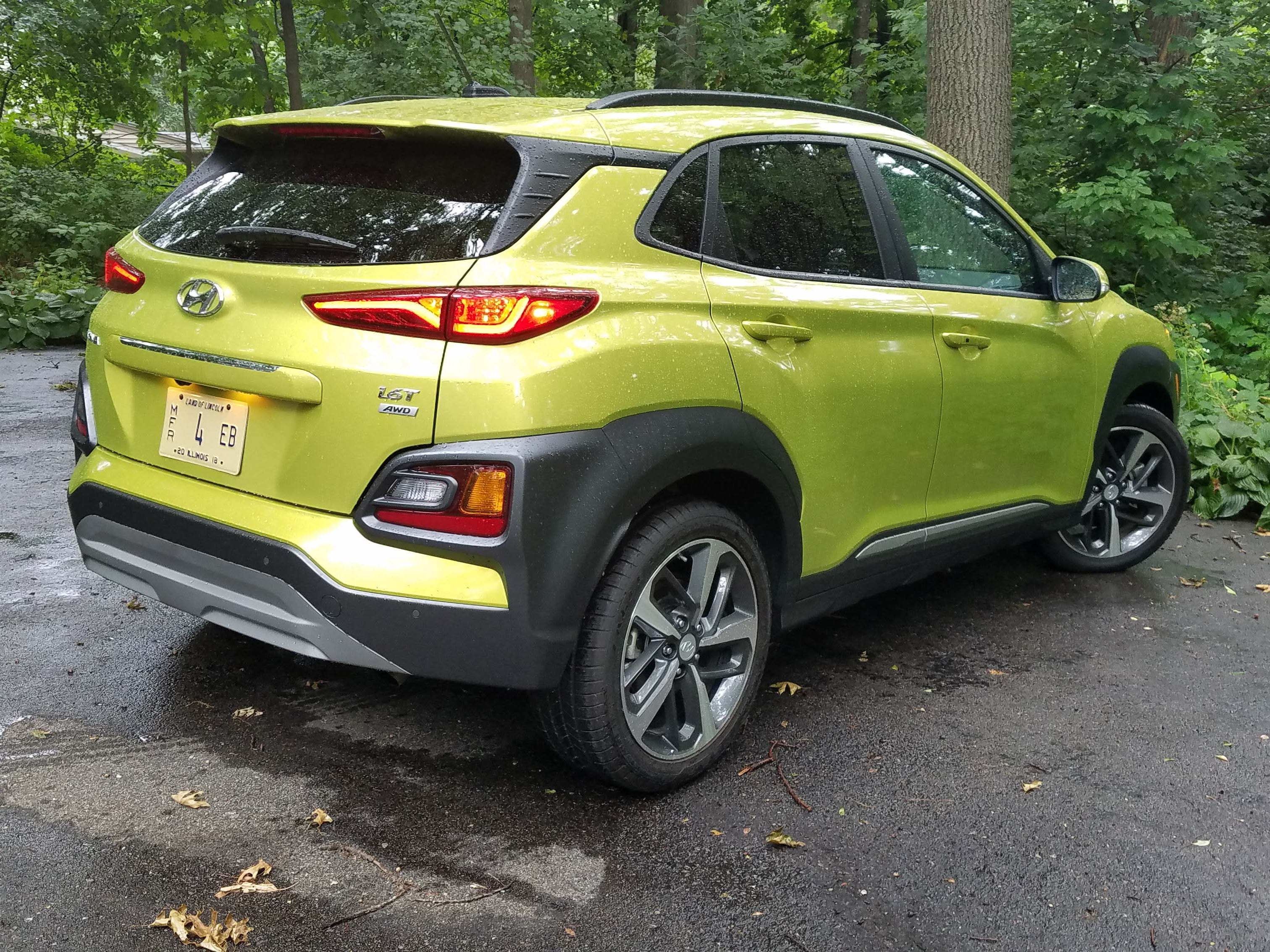 Five doors, cladding, raised seating position - yup, the 2018 Hyundai Kona is a crossover alright. But with tight handling, it shares its character with the Veolster Coupe and Elantra sedan.