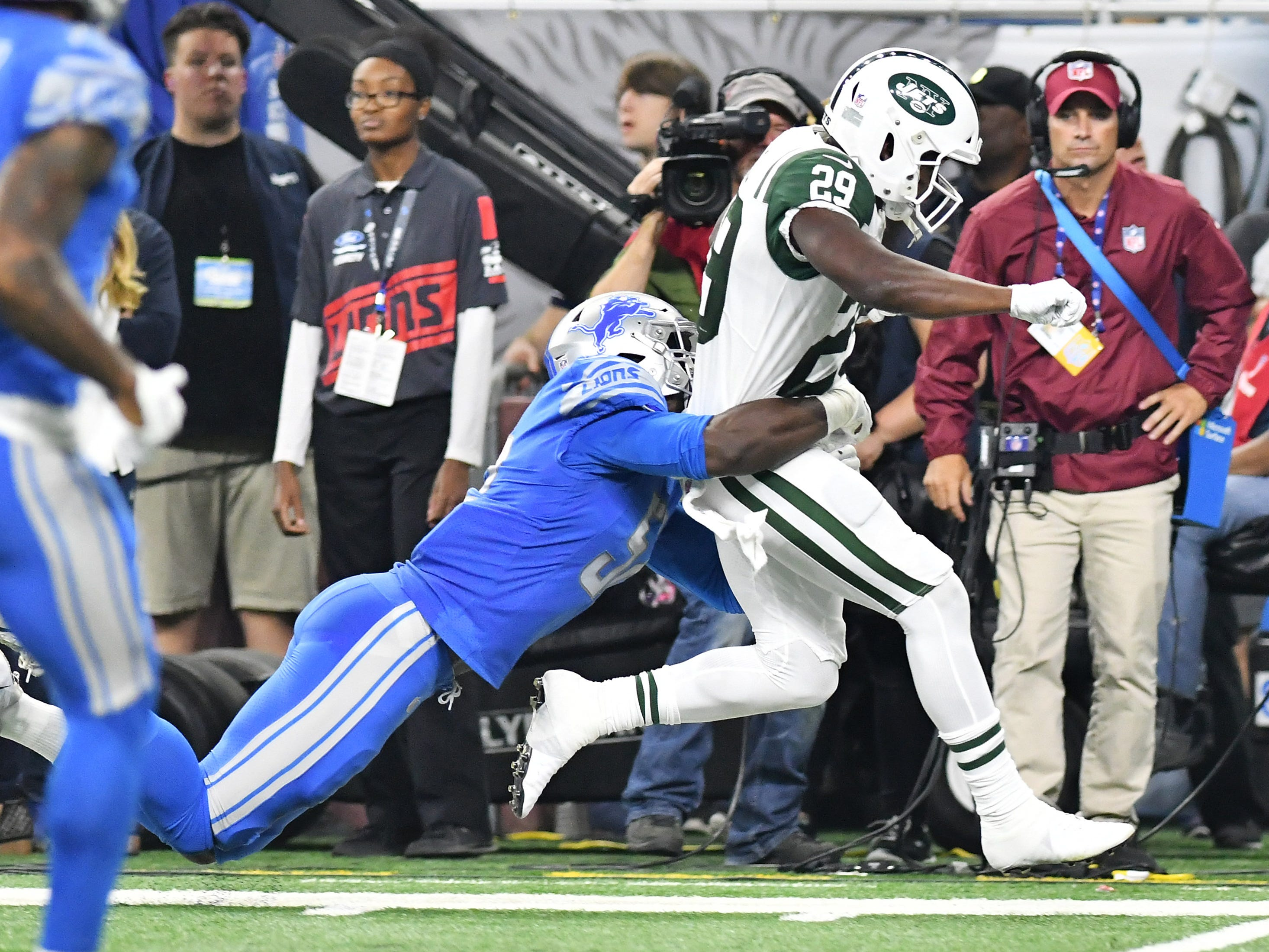 Lions' Christian Jones tackles Jets running back Bilal Powell (29) in the first half.