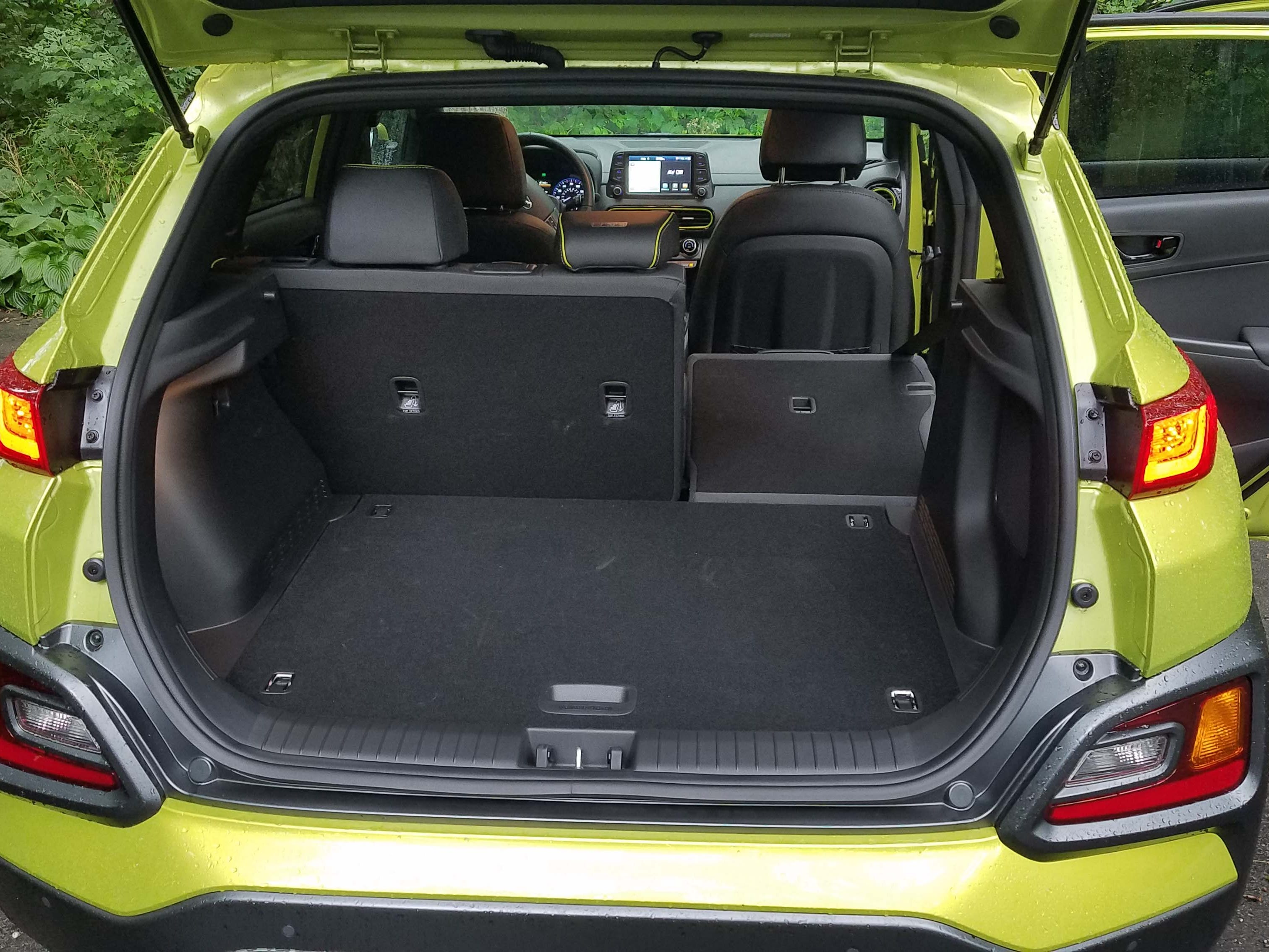 Best-in-class cargo room, fold flat rear seats, and electronic options that would make a luxury car proud, the 2018 Hyundai Kona is an impressive package.