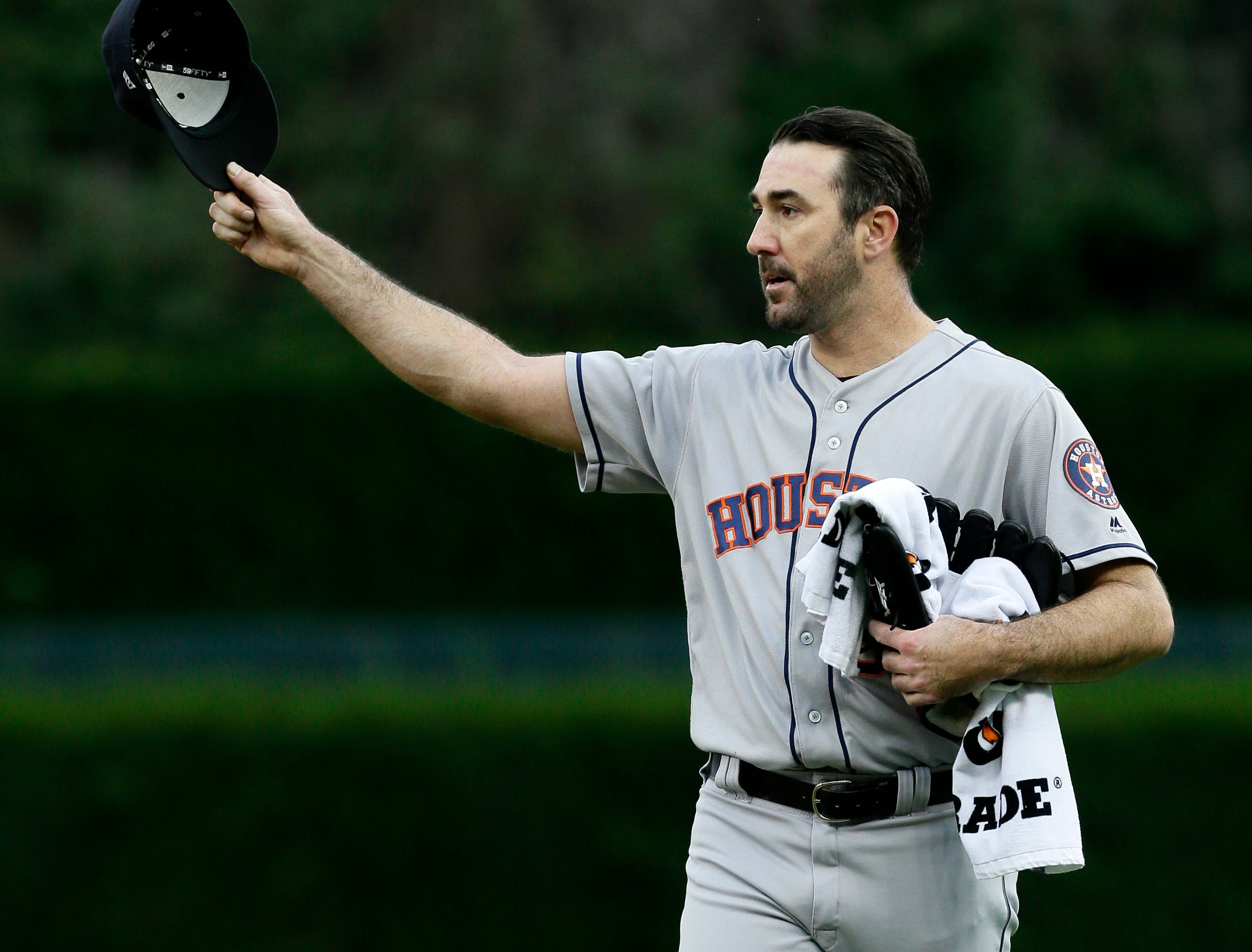 Houston Astros starting pitcher Justin Verlander acknowledges the fans at Comerica Park after he was introduced before a baseball game against the Detroit Tigers, Monday, Sept. 10, 2018, in Detroit.