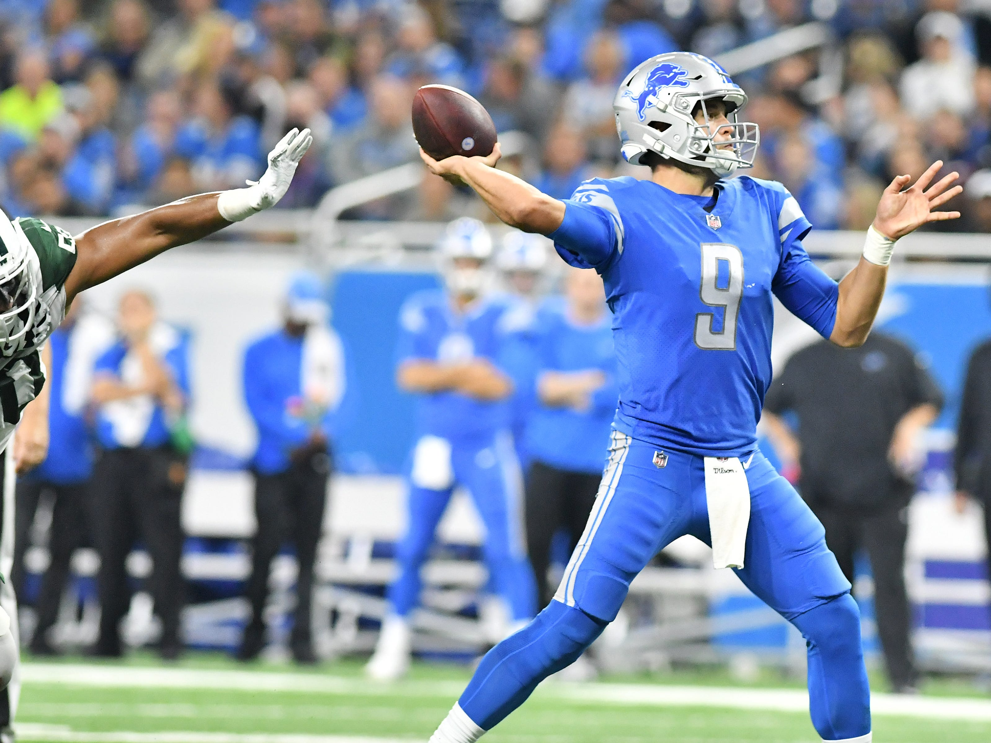 Lions quarterback Matthew Stafford passes the ball in the fourth quarter.
